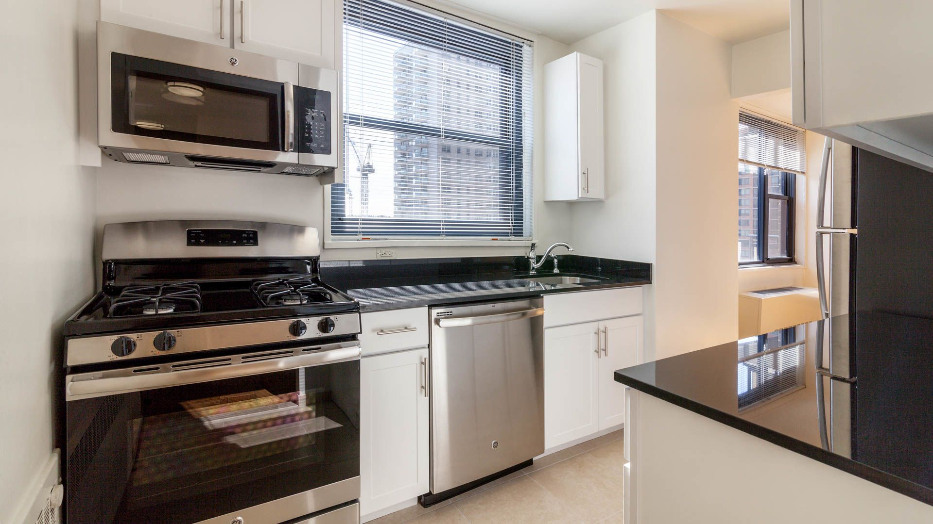 Murray Hill Tower Apartments - Kitchen