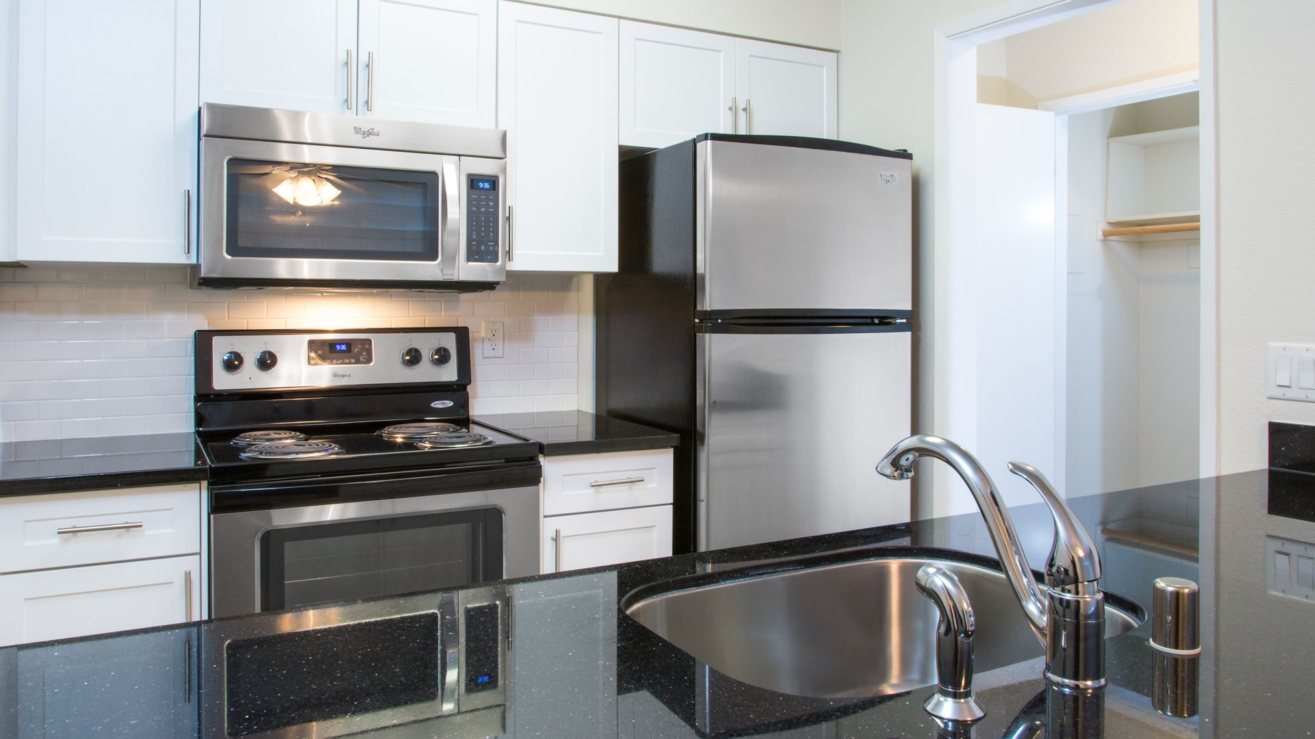 Summit at Sausalito Apartments - Kitchen