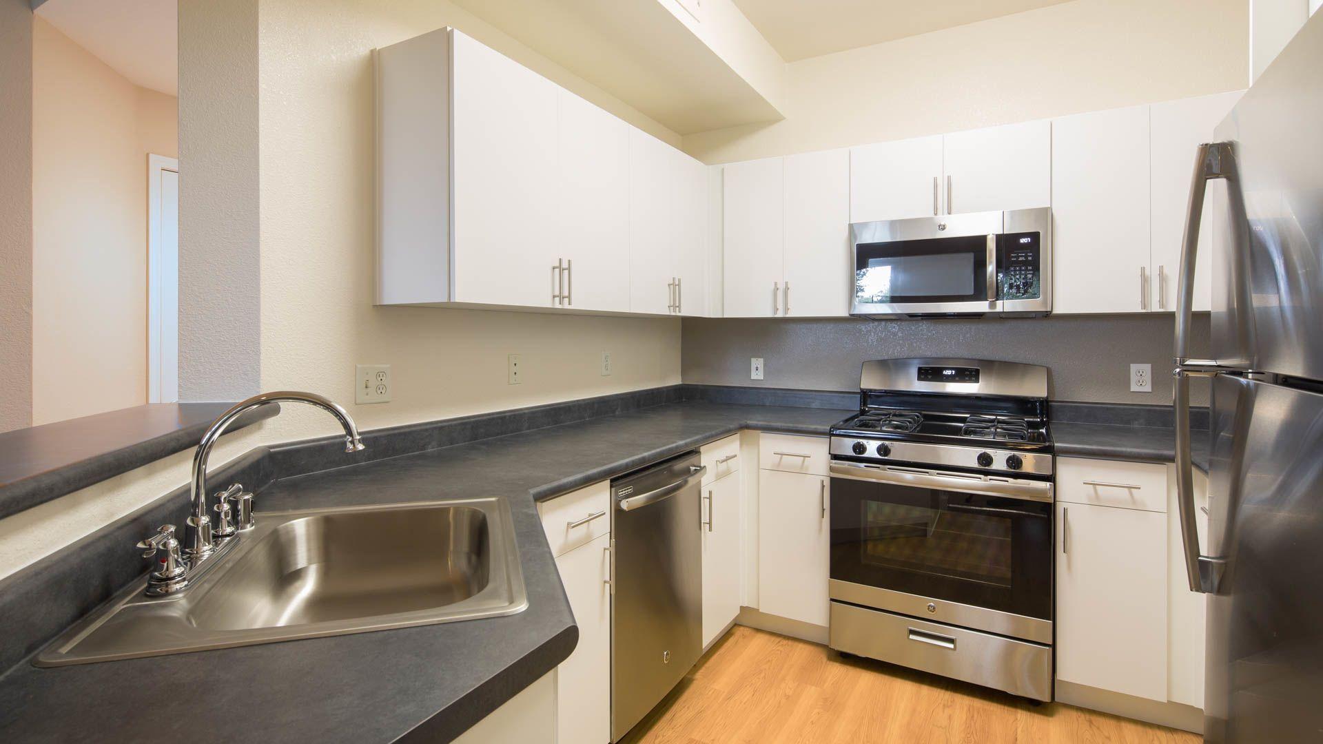 Park Hacienda Apartments - Kitchen