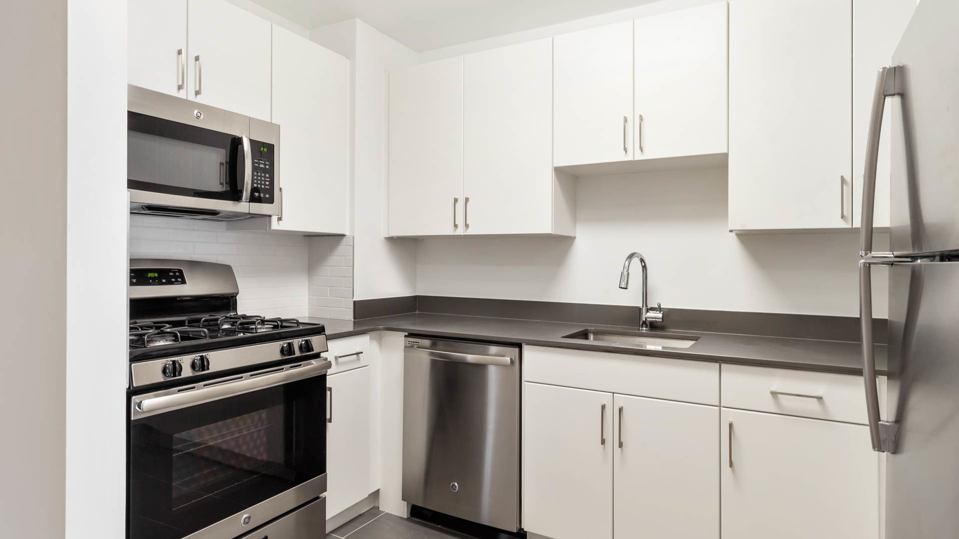 West 54th Apartments - Kitchen