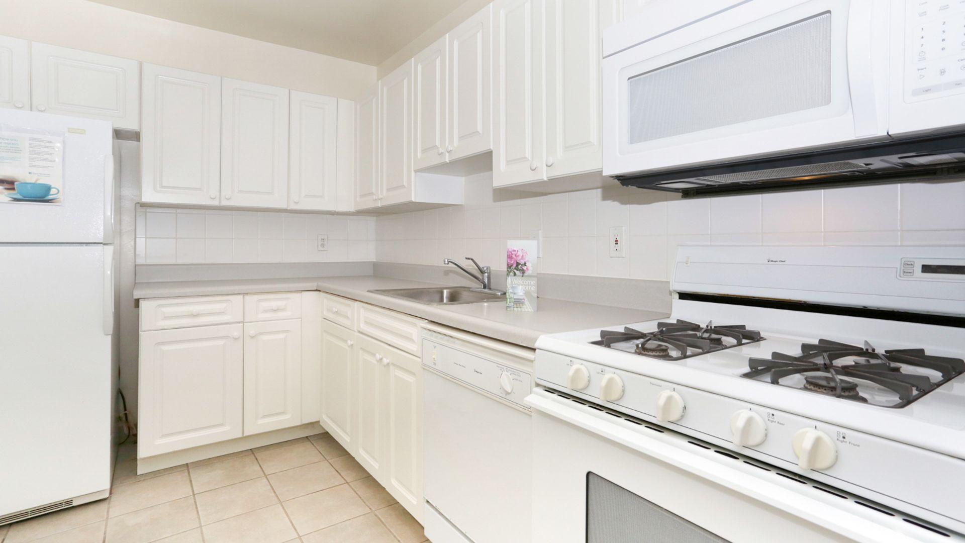 3003 Van Ness Apartments - Kitchen