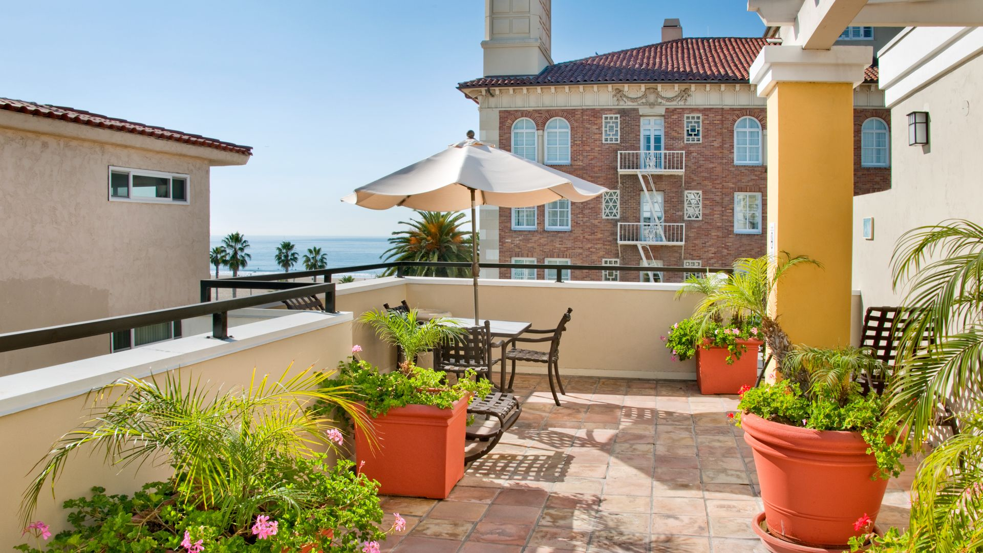Citrus Suites - Community Courtyard
