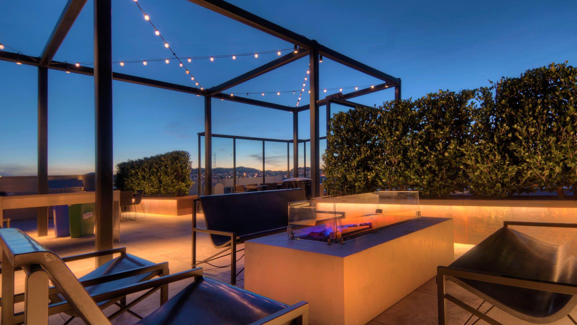 Potrero 1010 Apartments - Rooftop Lounge