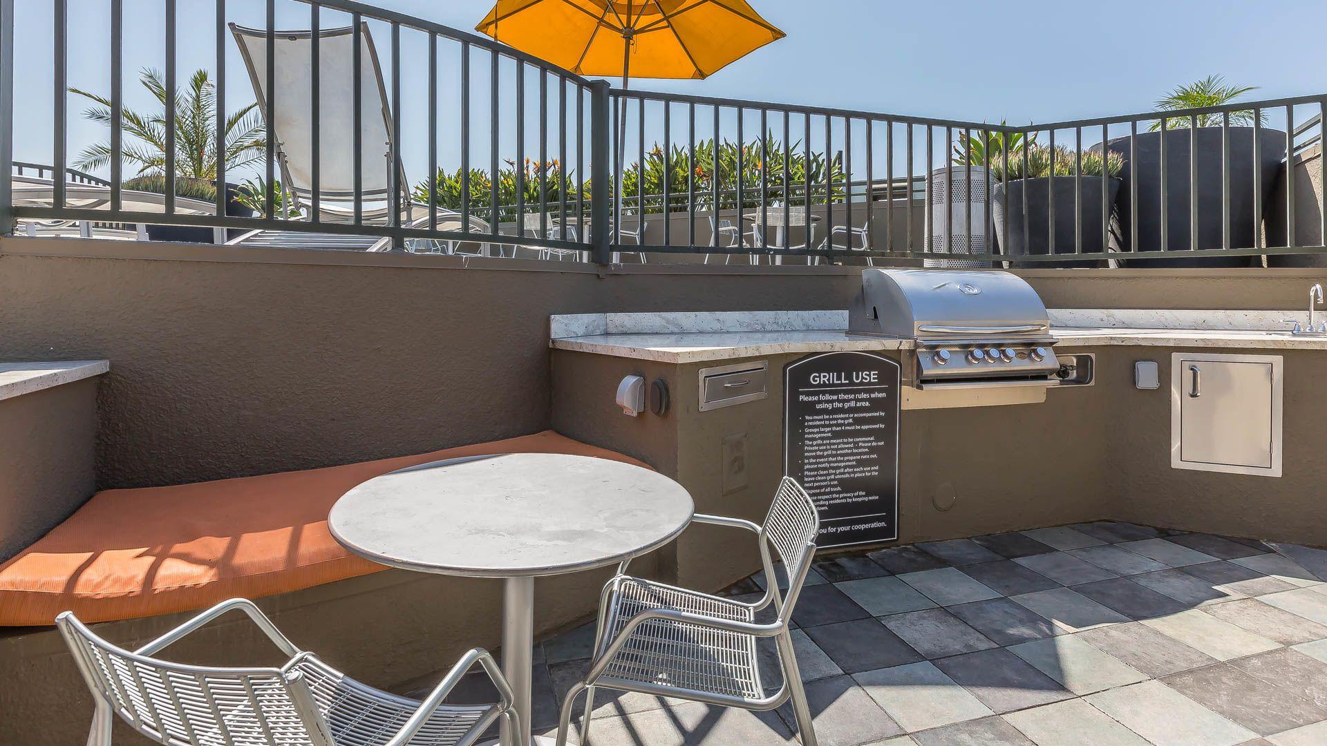 Vantage Apartments - Grilling