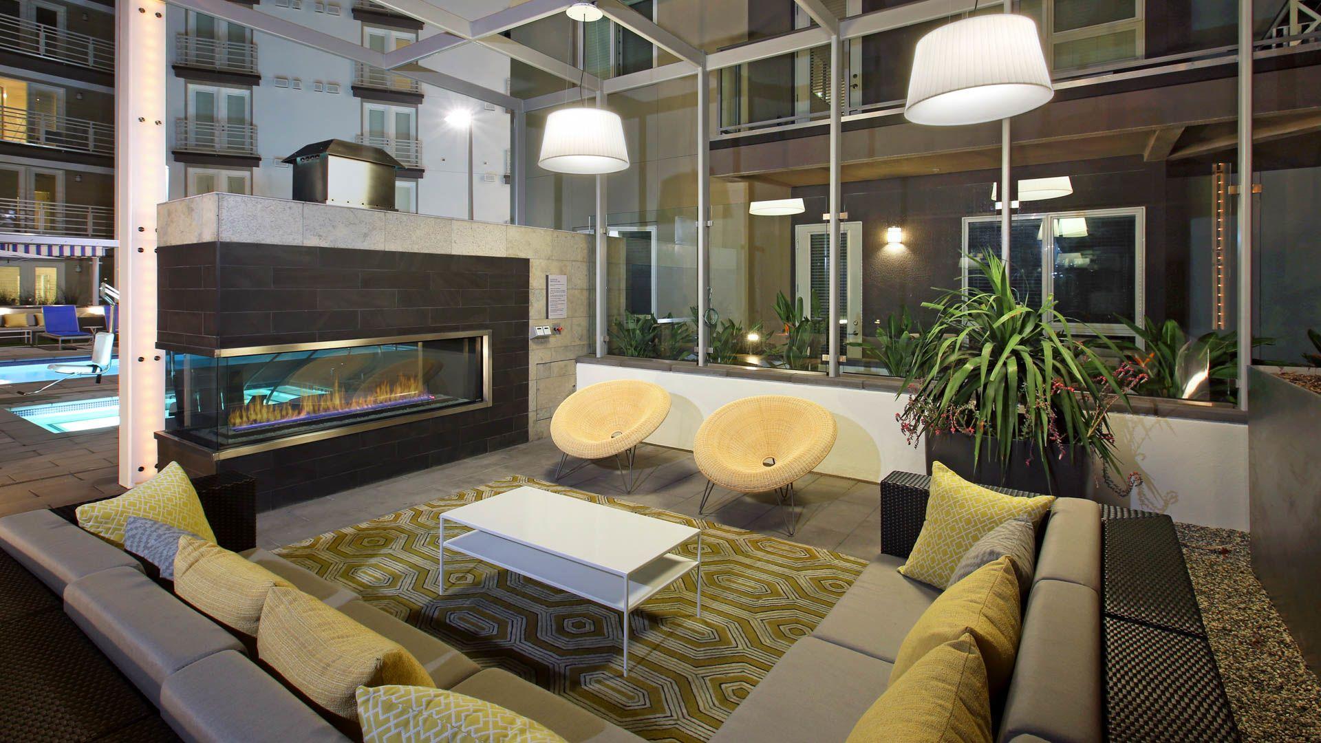 Altitude Apartments - Courtyard