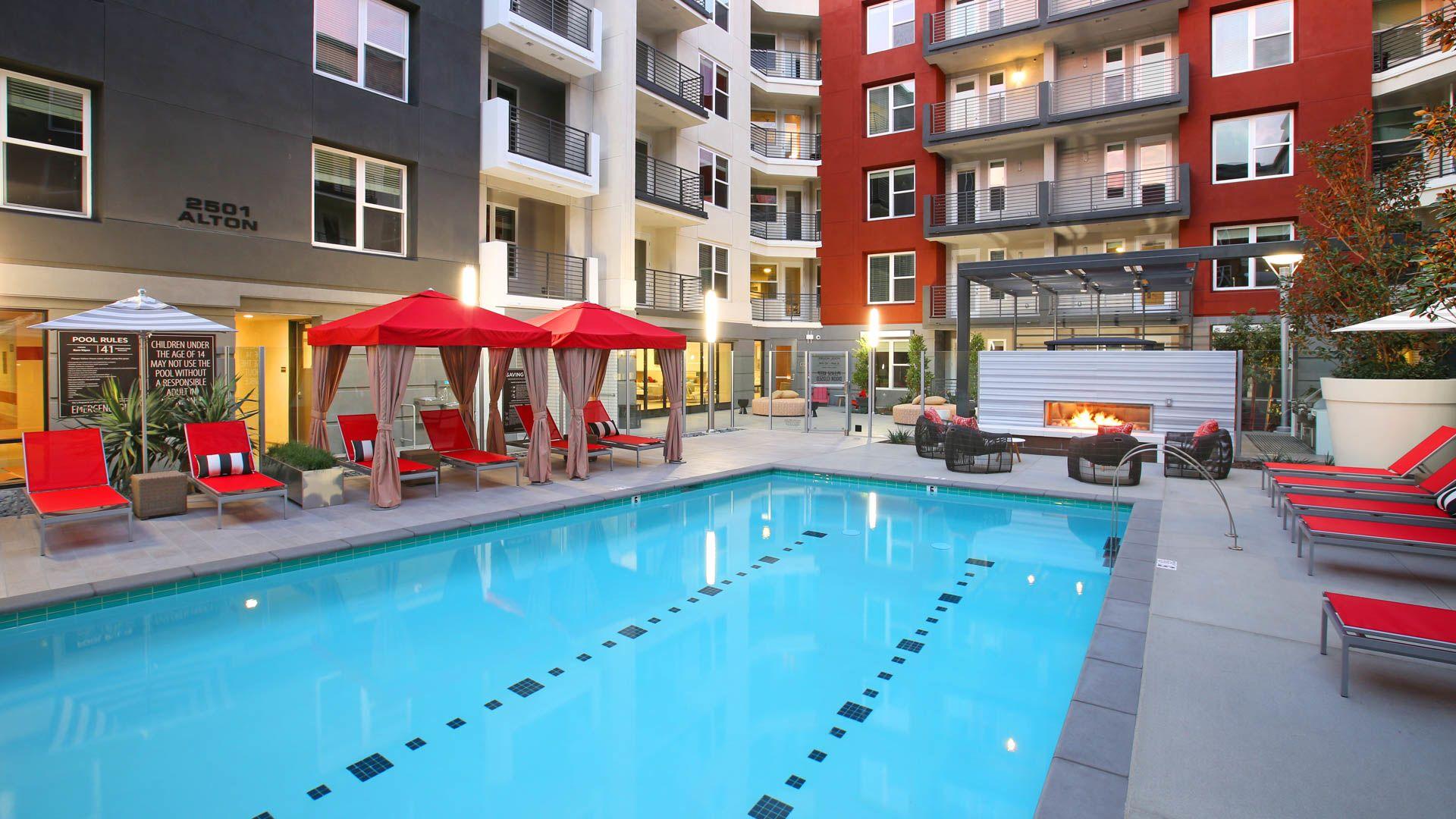 The Alton Apartments - Swimming Pool