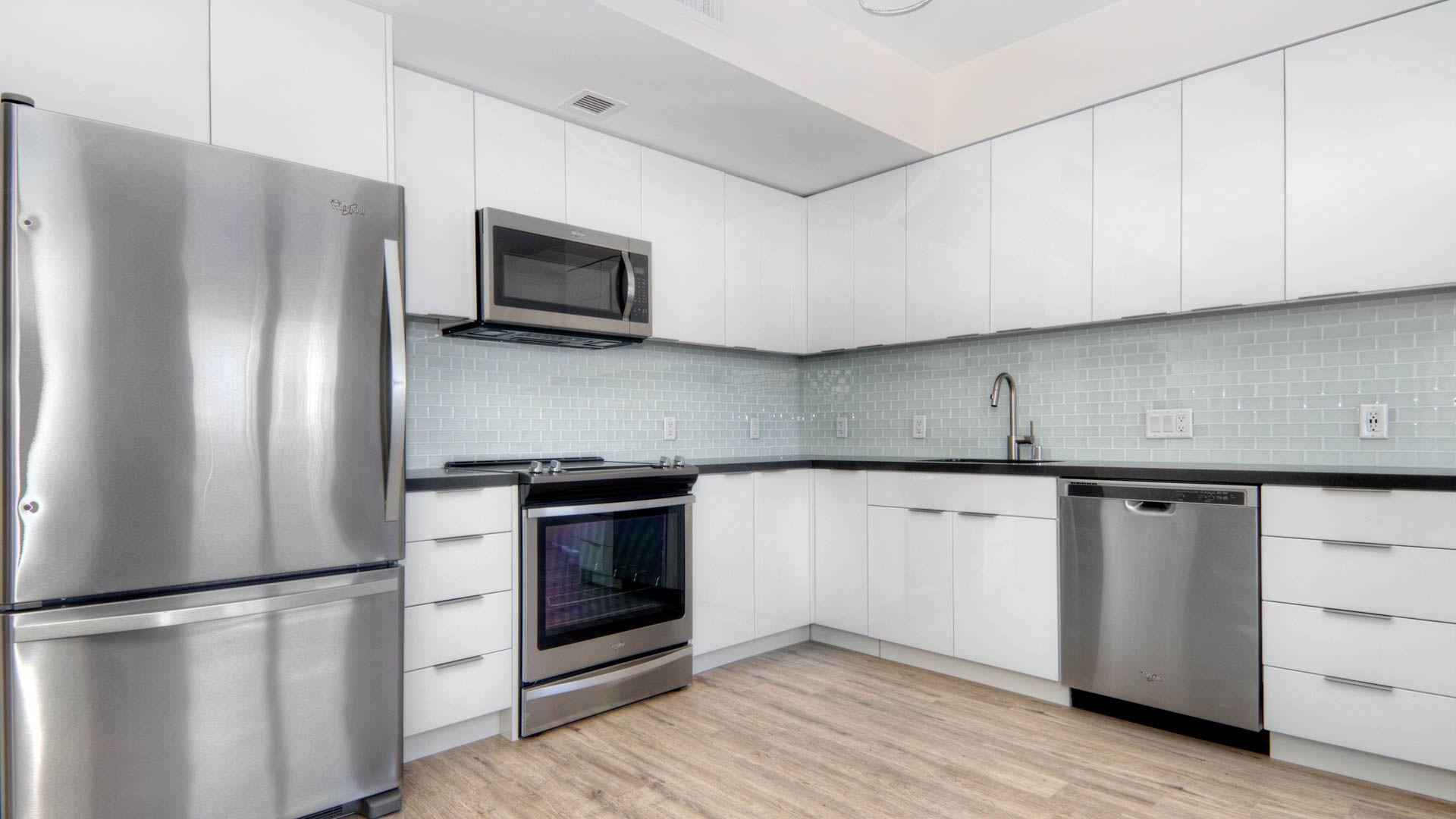 855 Brannan Apartments - Kitchen