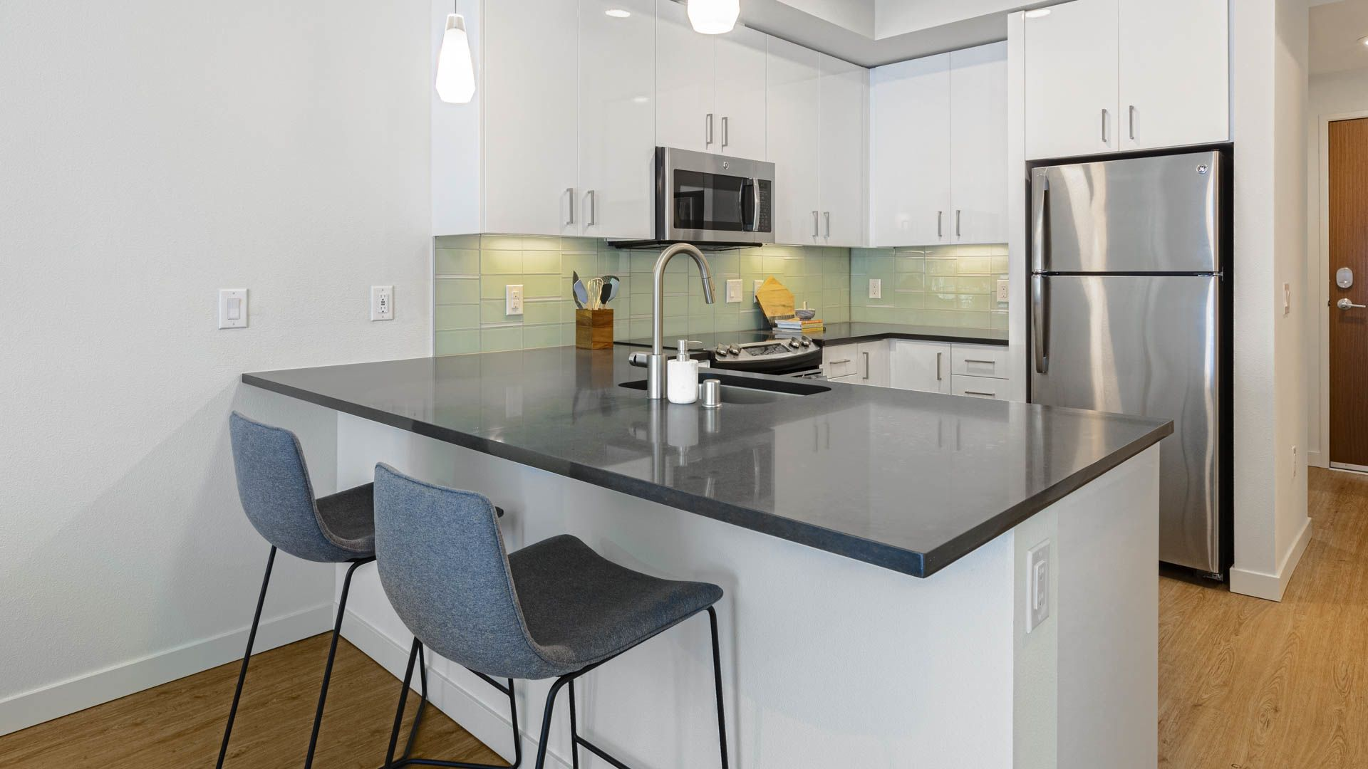 Cascade Apartments - Kitchen