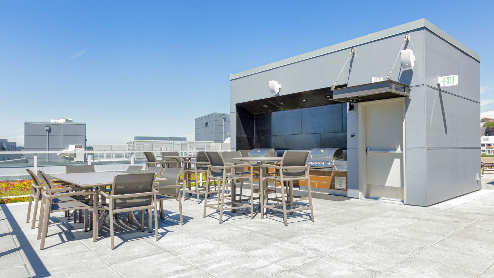 Cascade Apartments - Rooftop Lounge