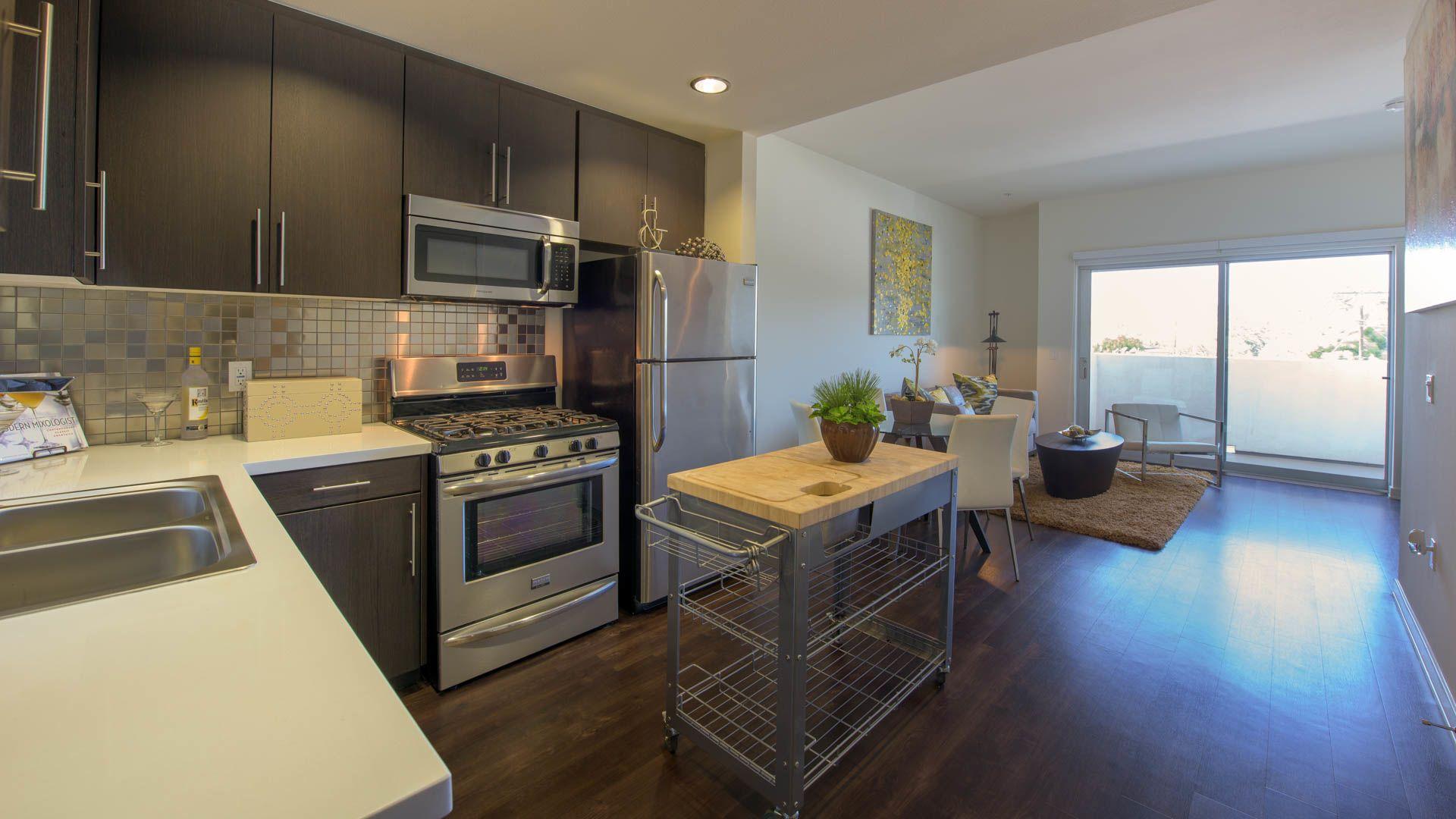 C on Pico Apartments - Kitchen