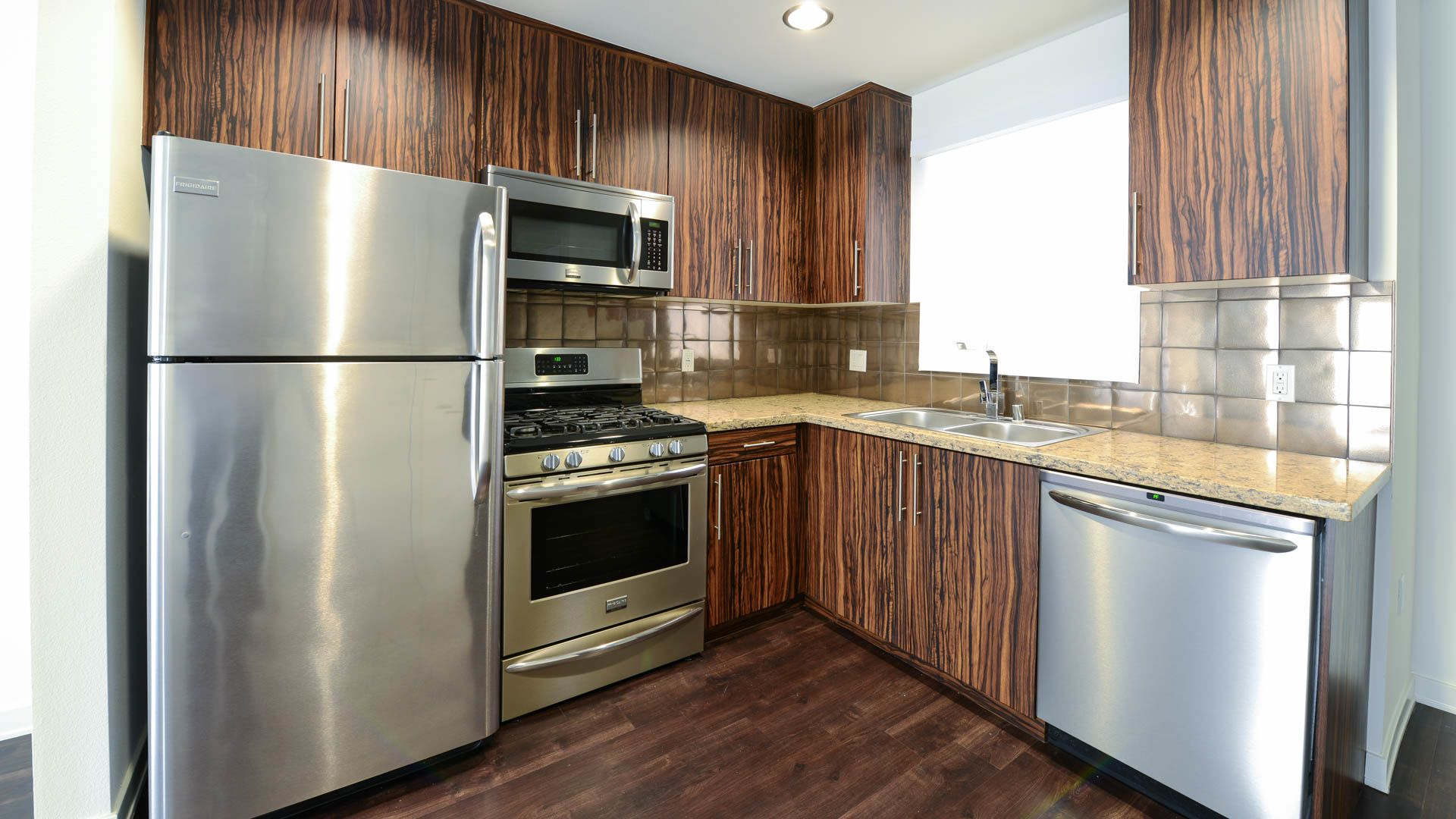 C on Pico Apartments - Kitchen