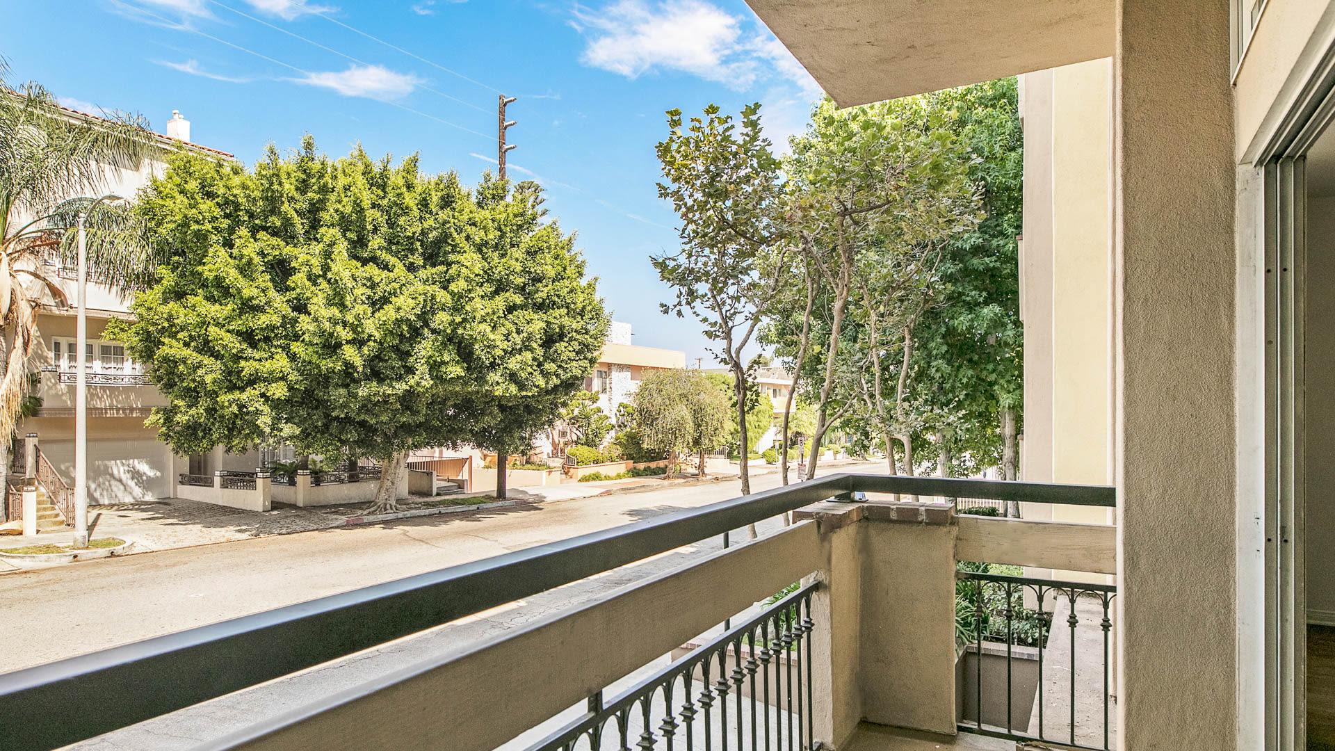 Westside on Barry Apartments - Balcony