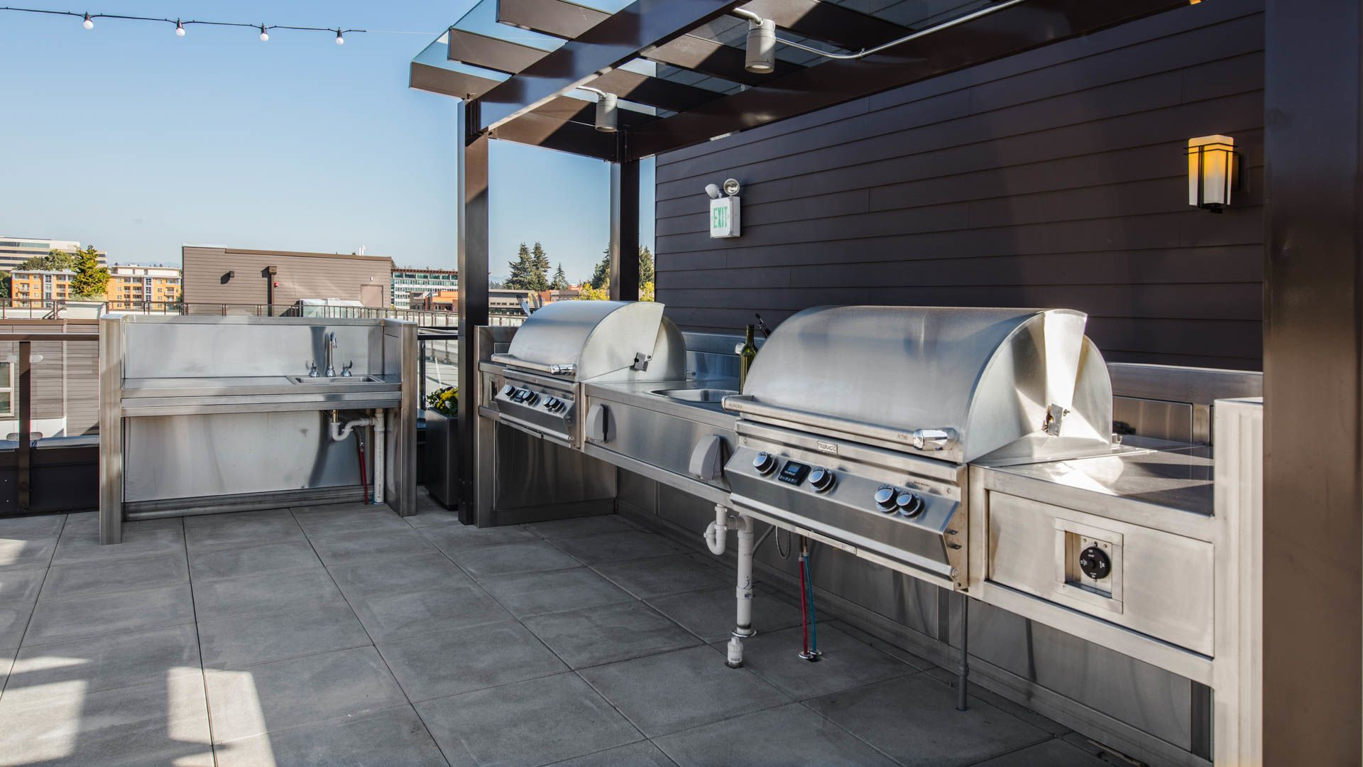 Venn at Main Apartments - Grilling Area