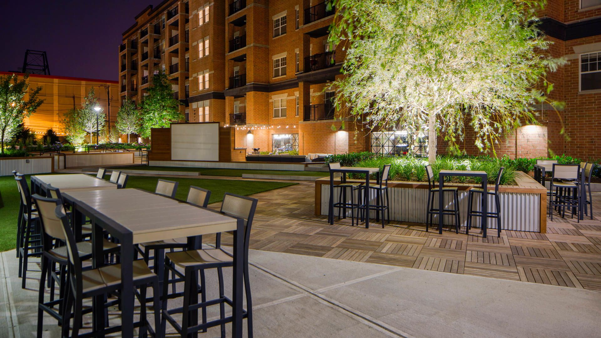 The Rivington Apartments - Outdoor Lounge with Grilling Area