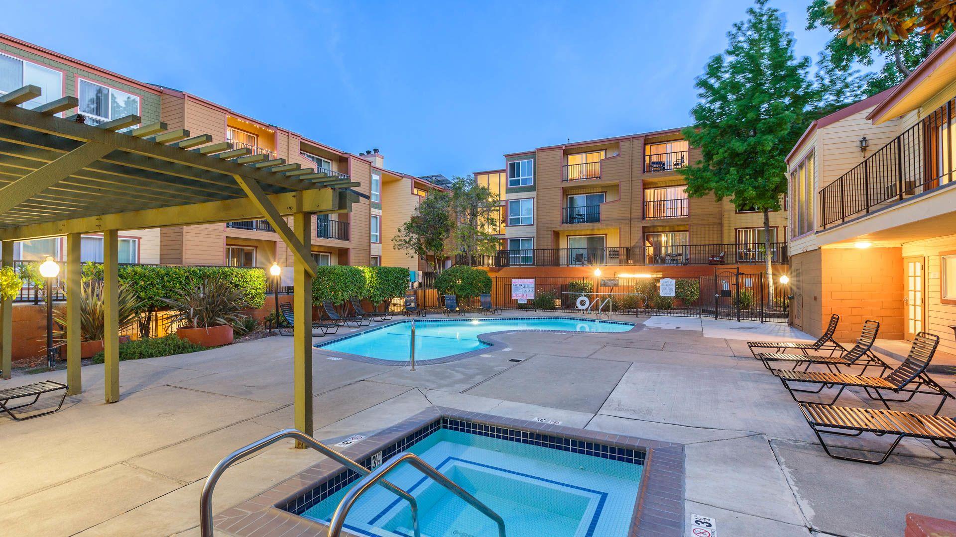 Northridge Apartments - Swimming Pool