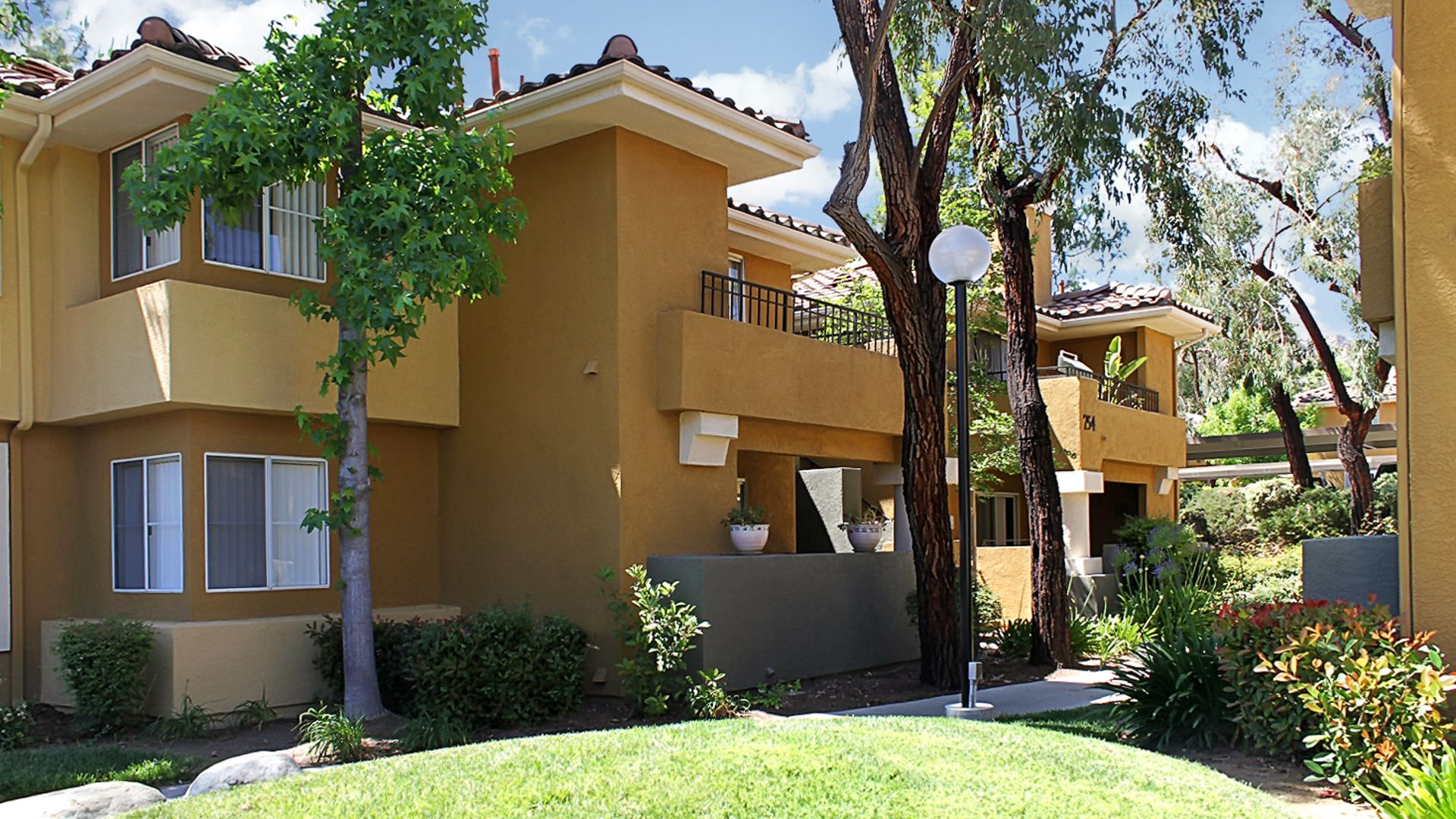 Oak Park Apartment Homes - Oak Park, CA - 5325 Oak Park ...