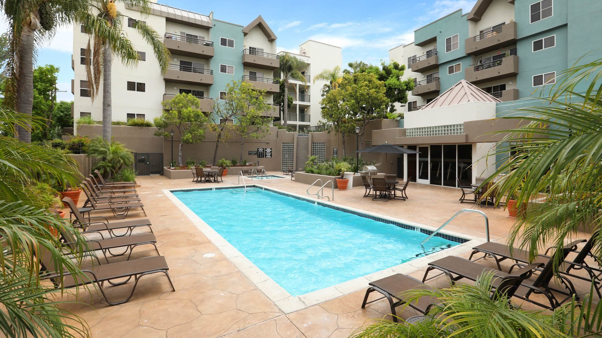 Park West Apartments - Swimming Pool