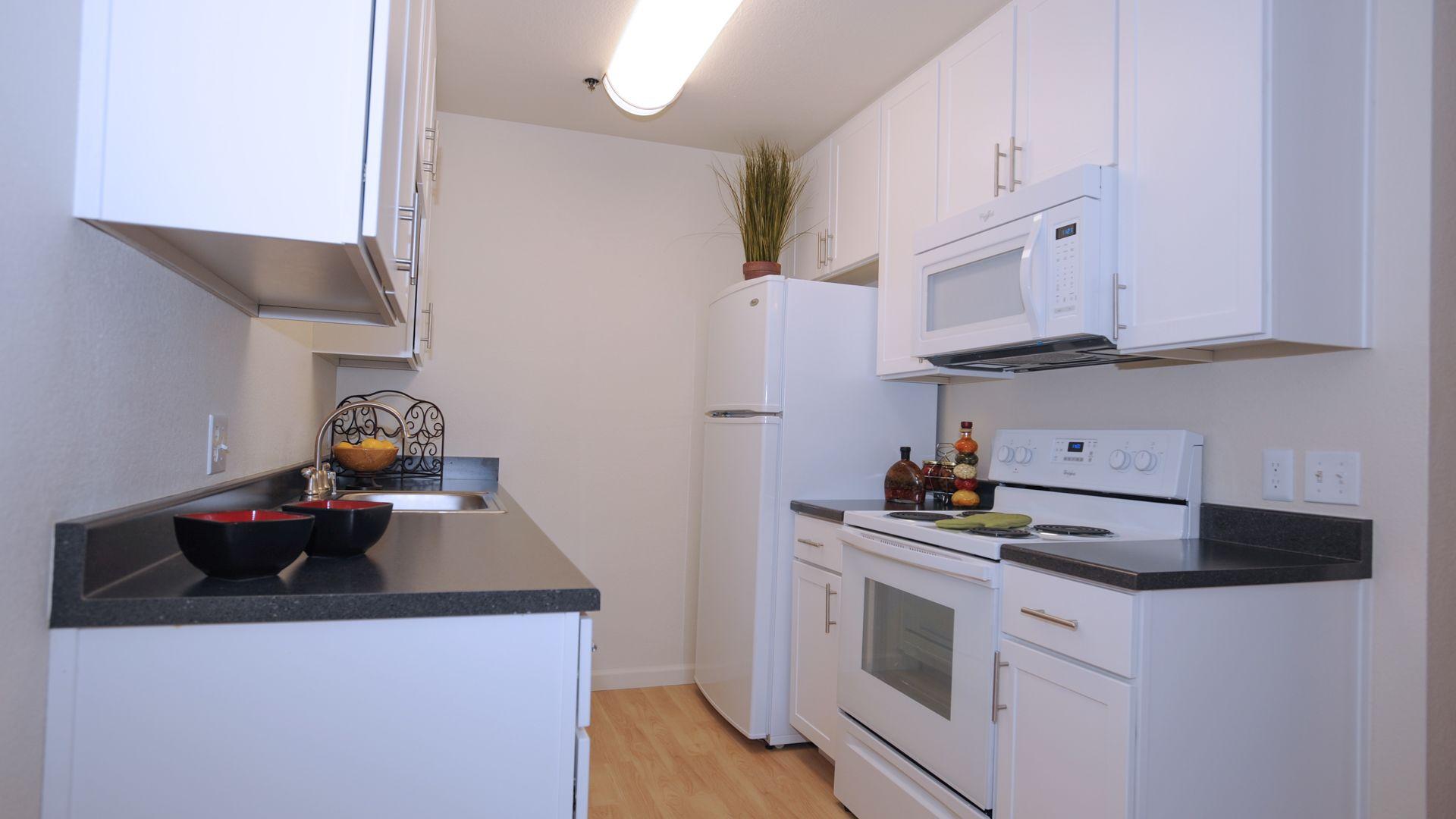 Briarwood Apartments - Kitchen