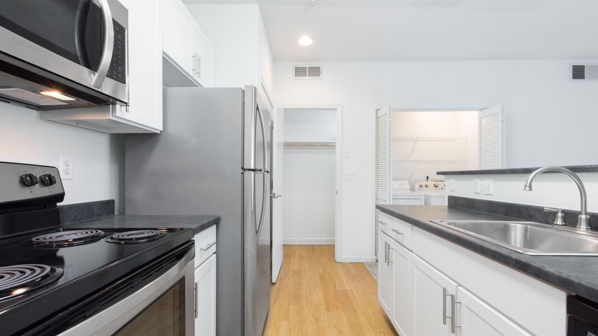 Alborada Apartments - Kitchen