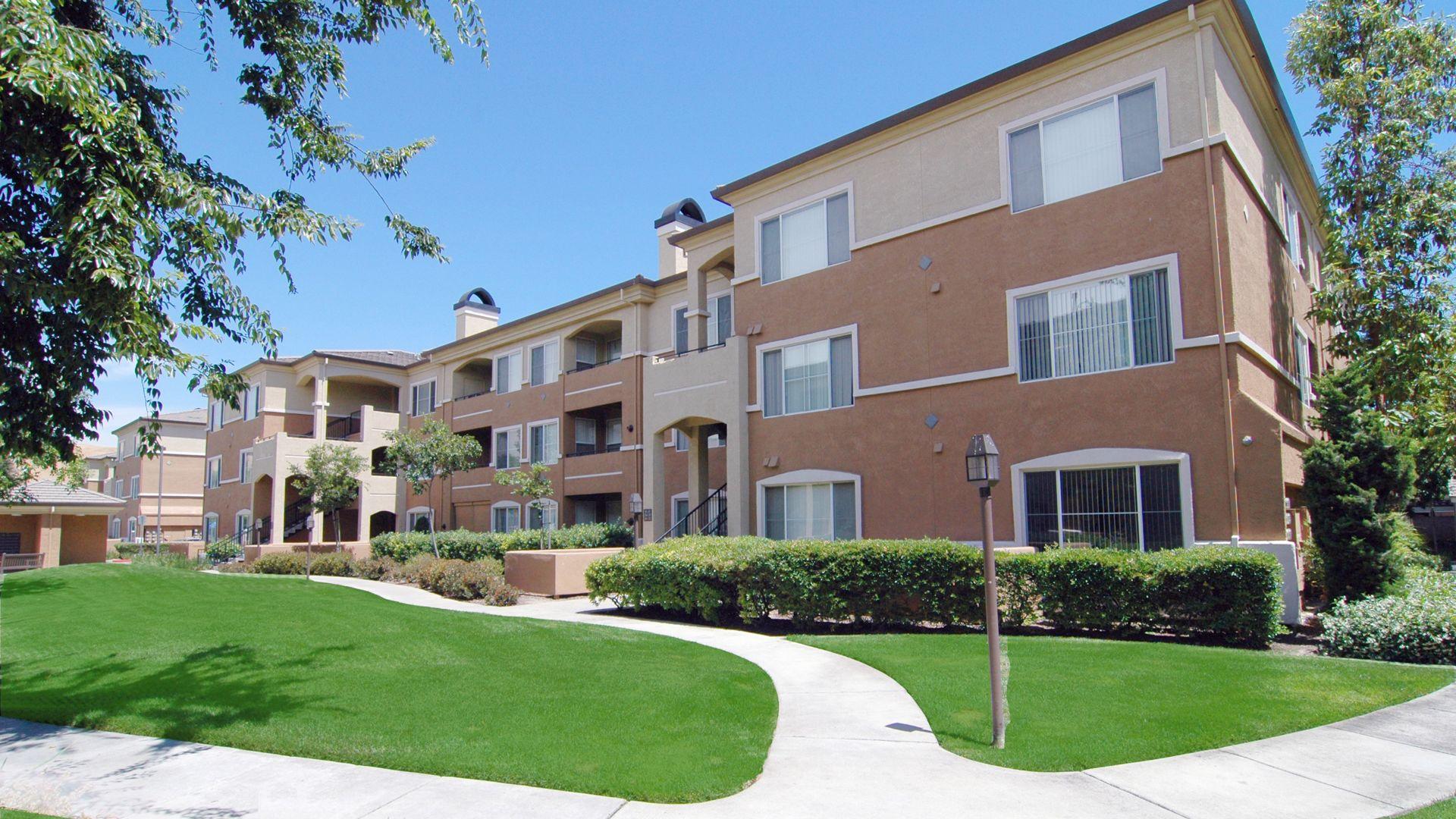 Alborada Apartments - Building