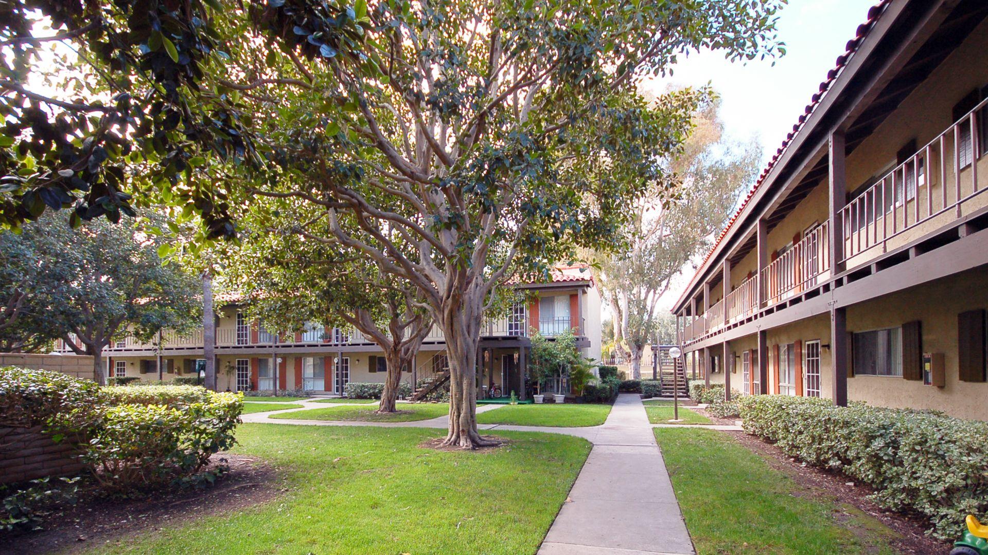 Regency Palms Apartments - Community