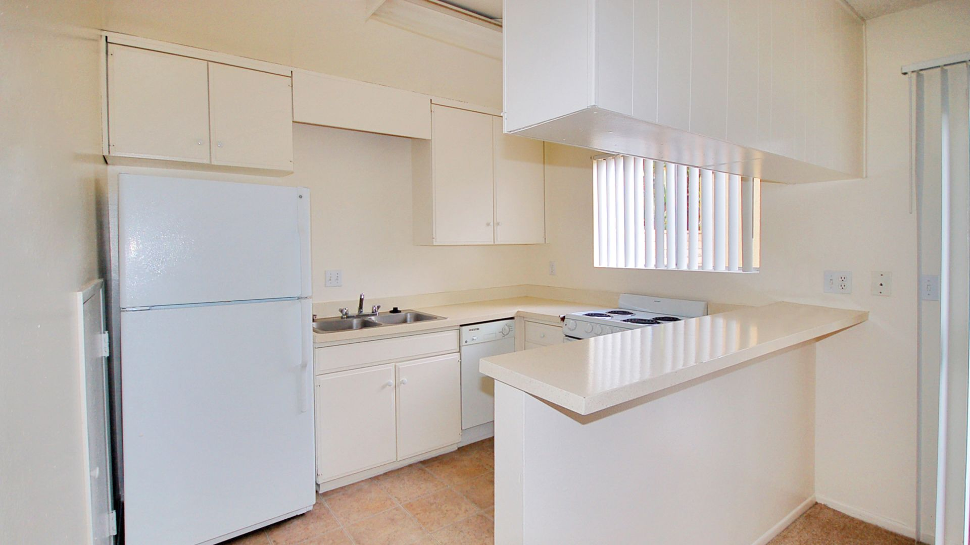 Regency Palms Apartments - Kitchen