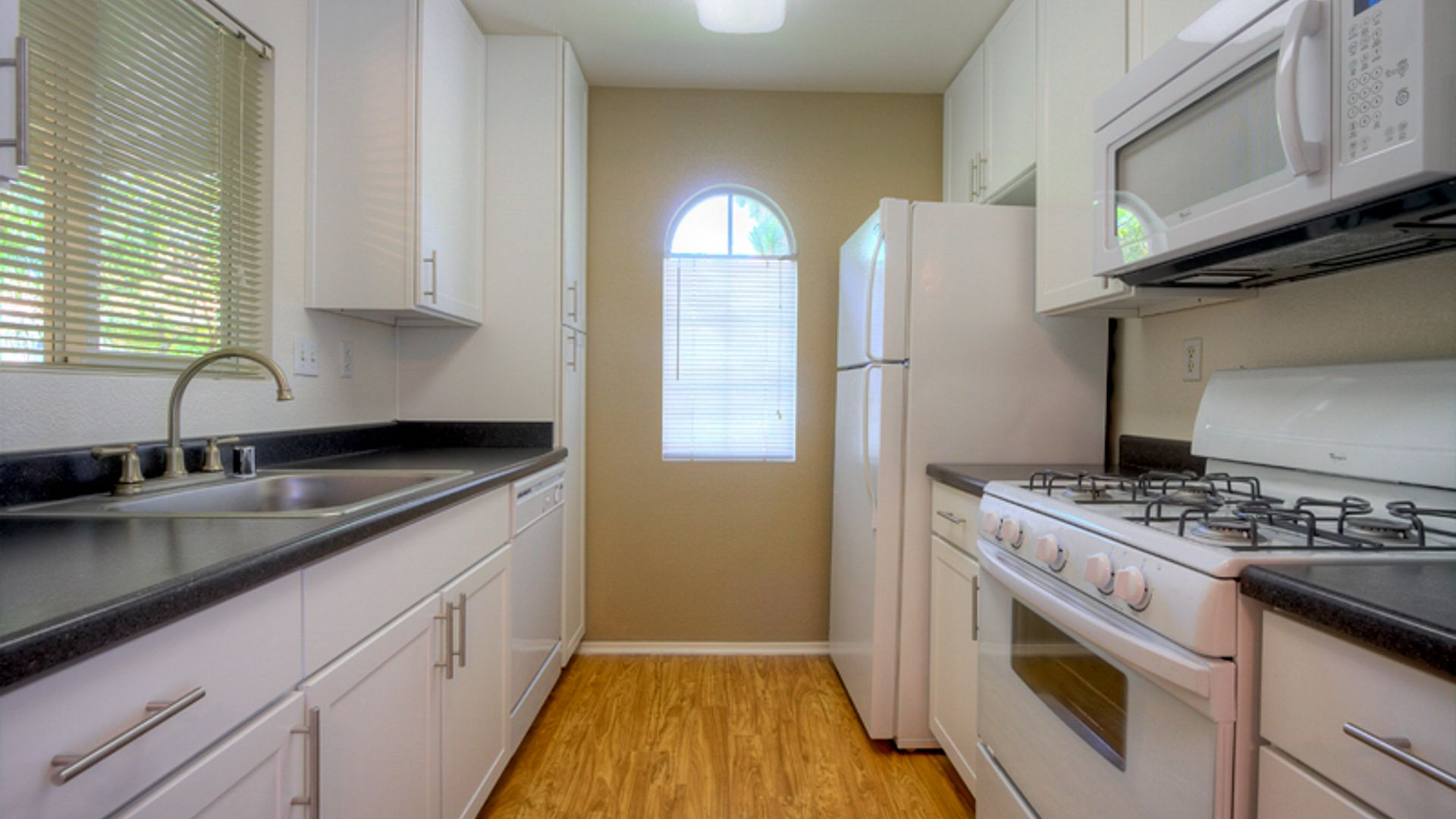Ridgewood Village Apartments - Kitchen