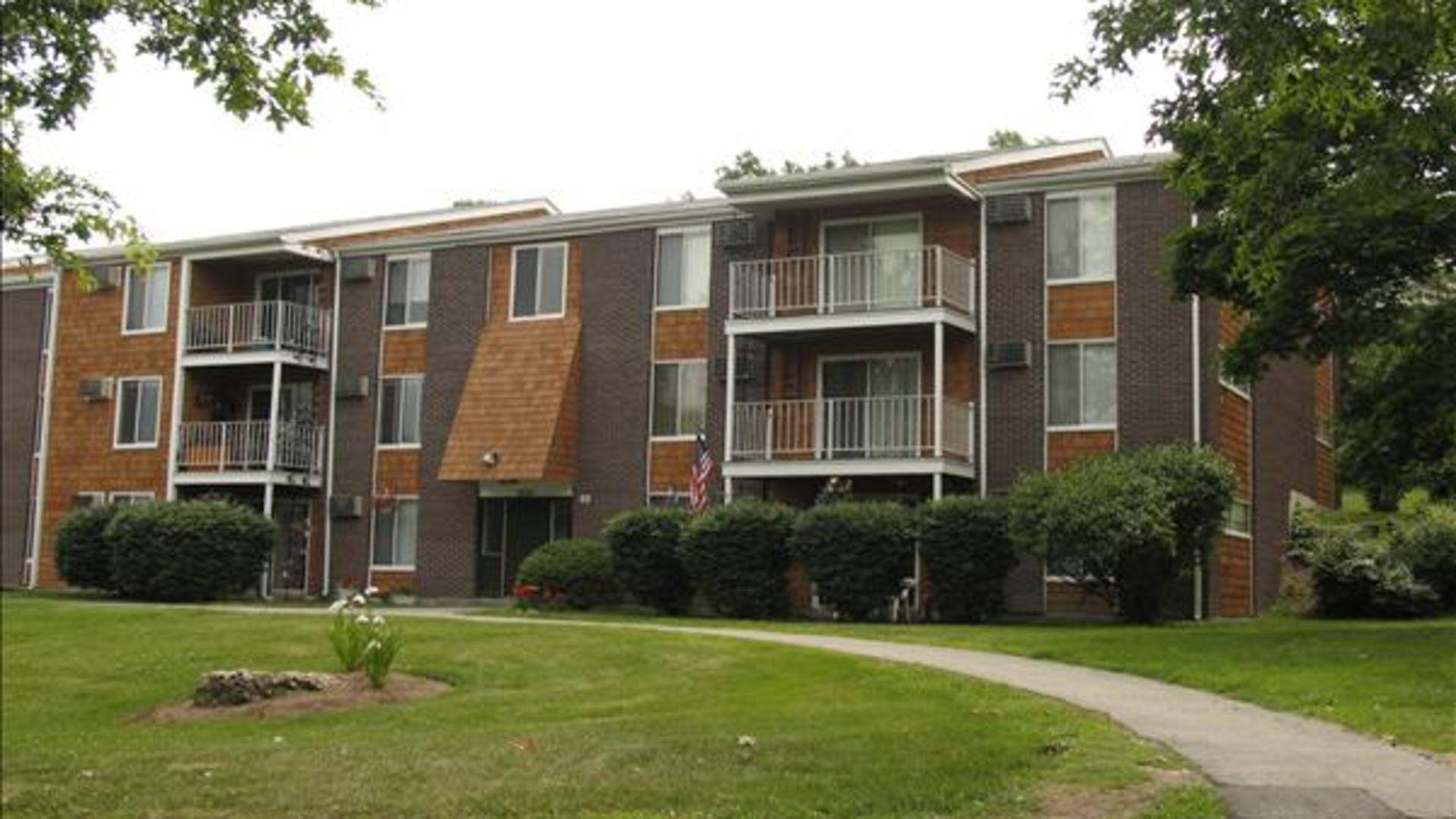 South Winds Apartments