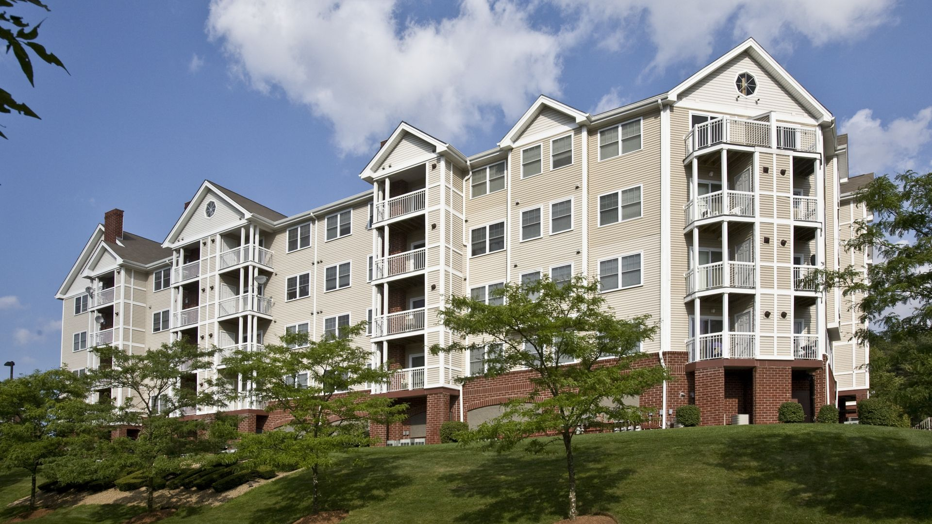 Rosecliff Apartments - Building