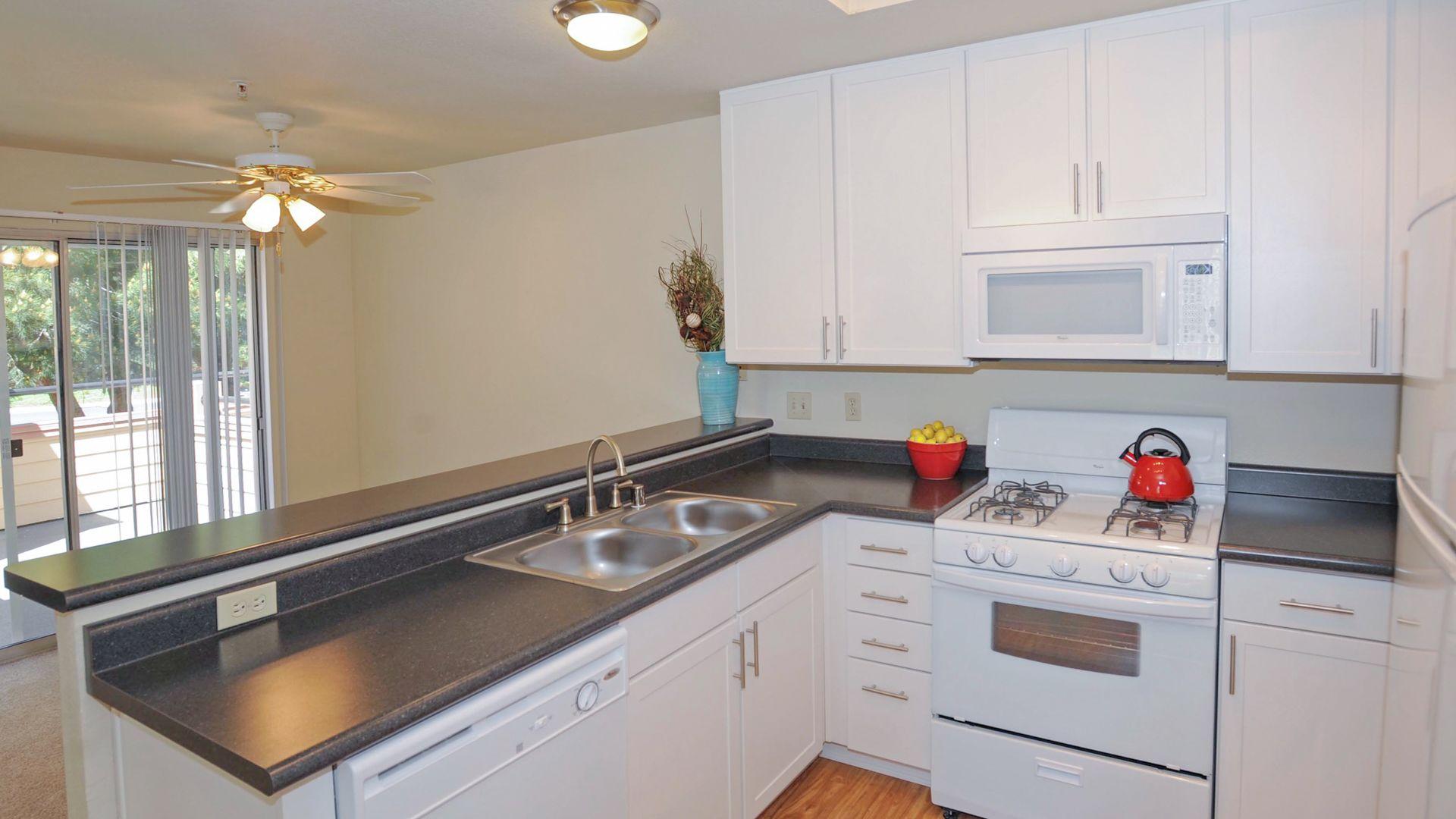 Schooner Bay Apartment Homes - Kitchen