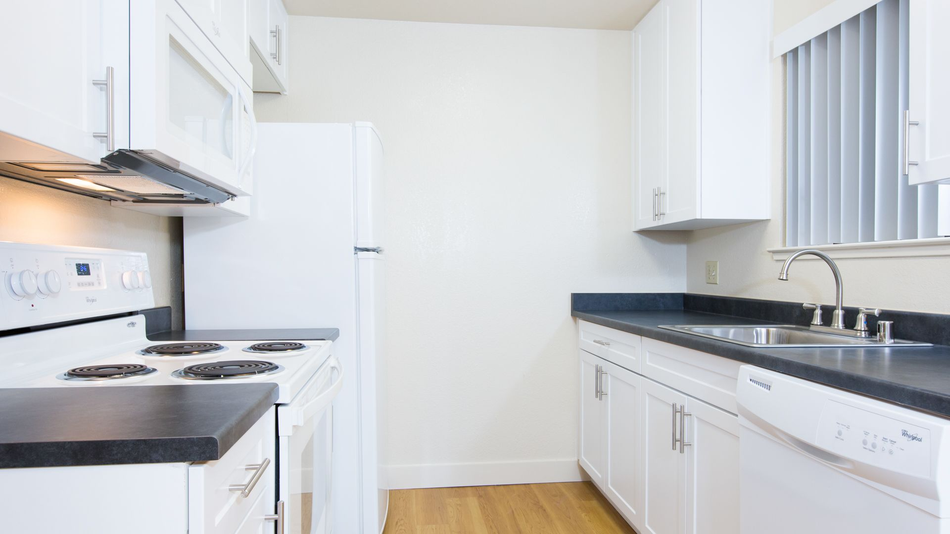 Skylark Apartments - Kitchen