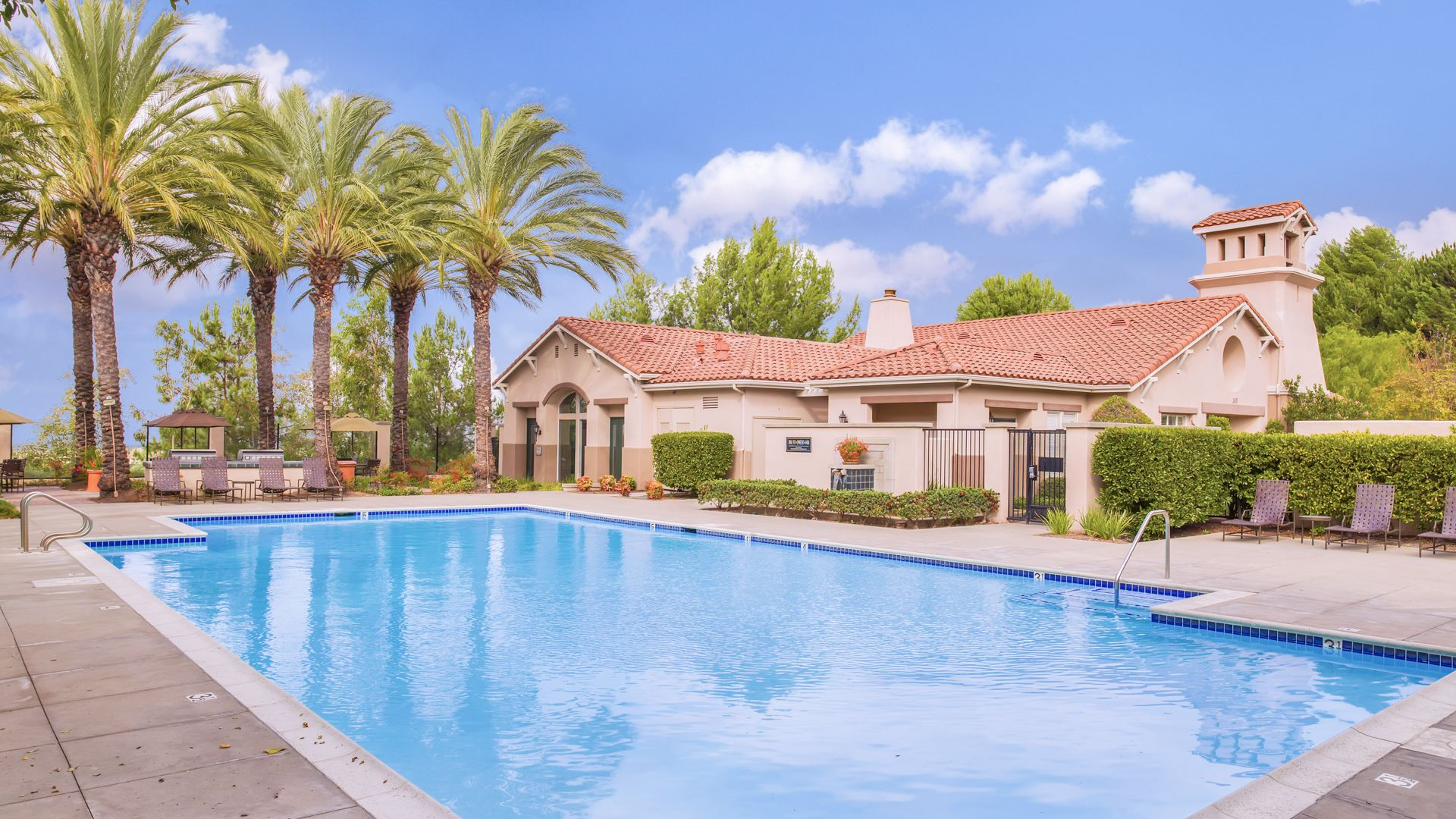 Skyview Apartments - Heated Swimming Pool