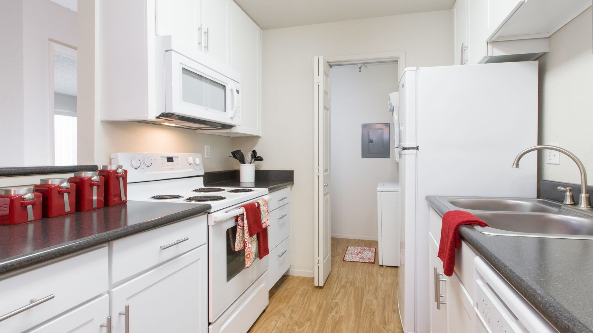 Southwood Apartments - Kitchen