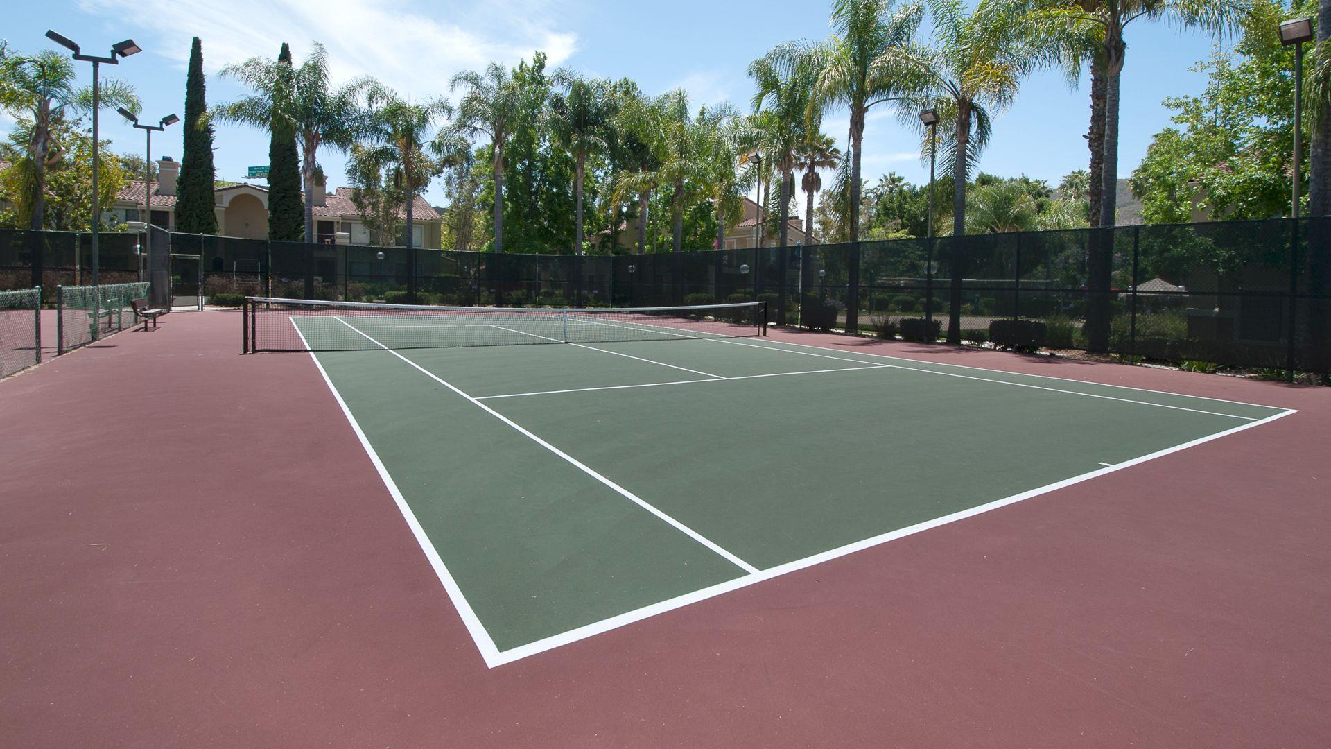 Montierra Apartments - Tennis Court