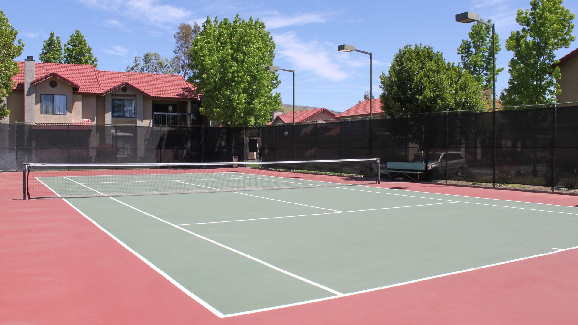 Summerset Village Apartments - Tennis Court