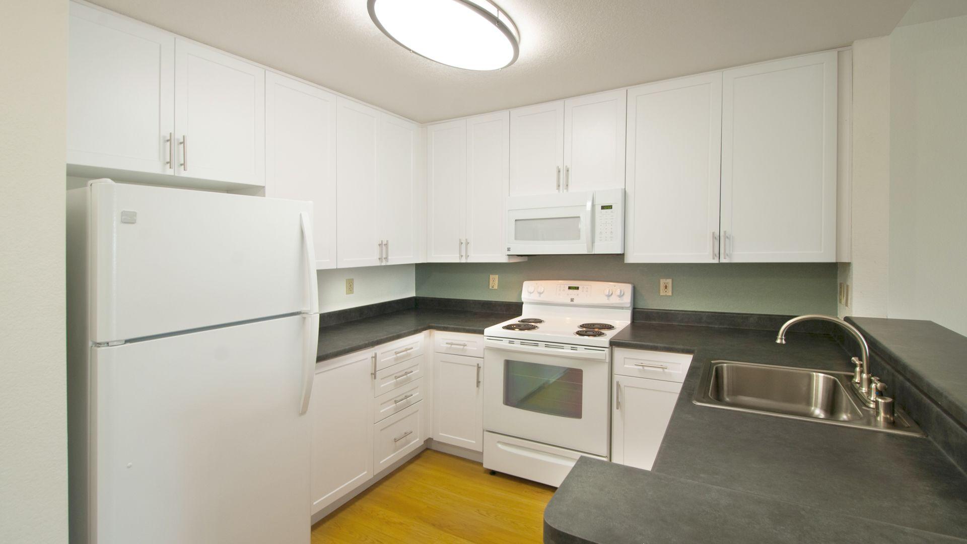 Centre Club Apartments - Kitchen