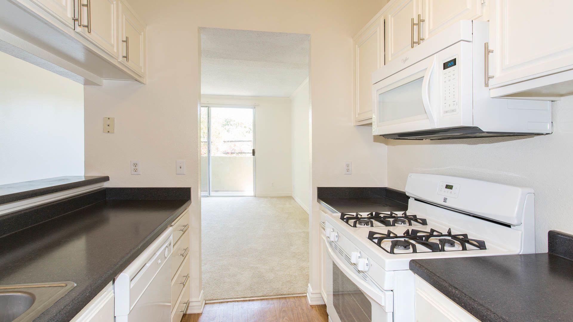 Versailles Apartments - Kitchen