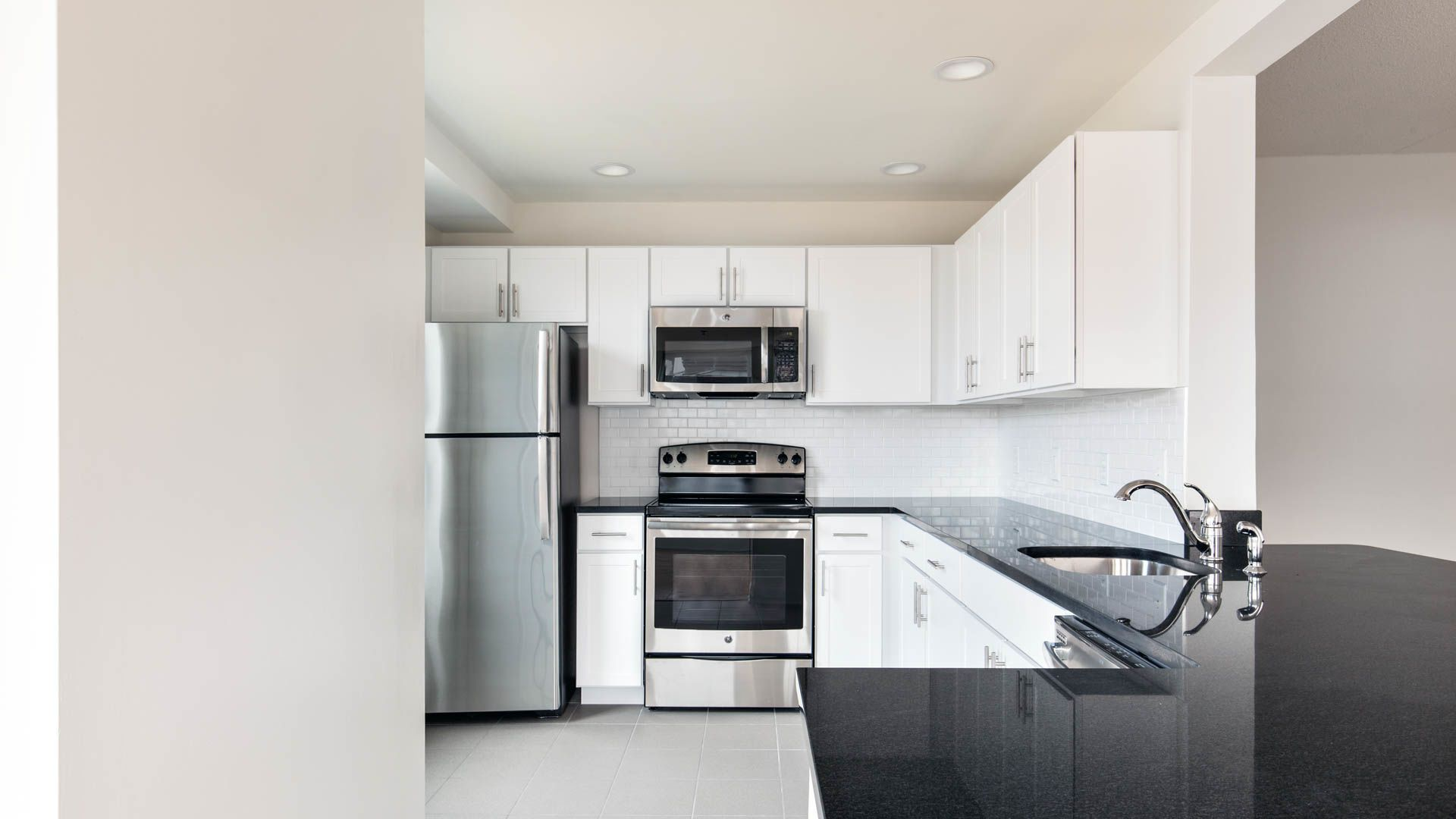 Hudson Point Apartments - Kitchen