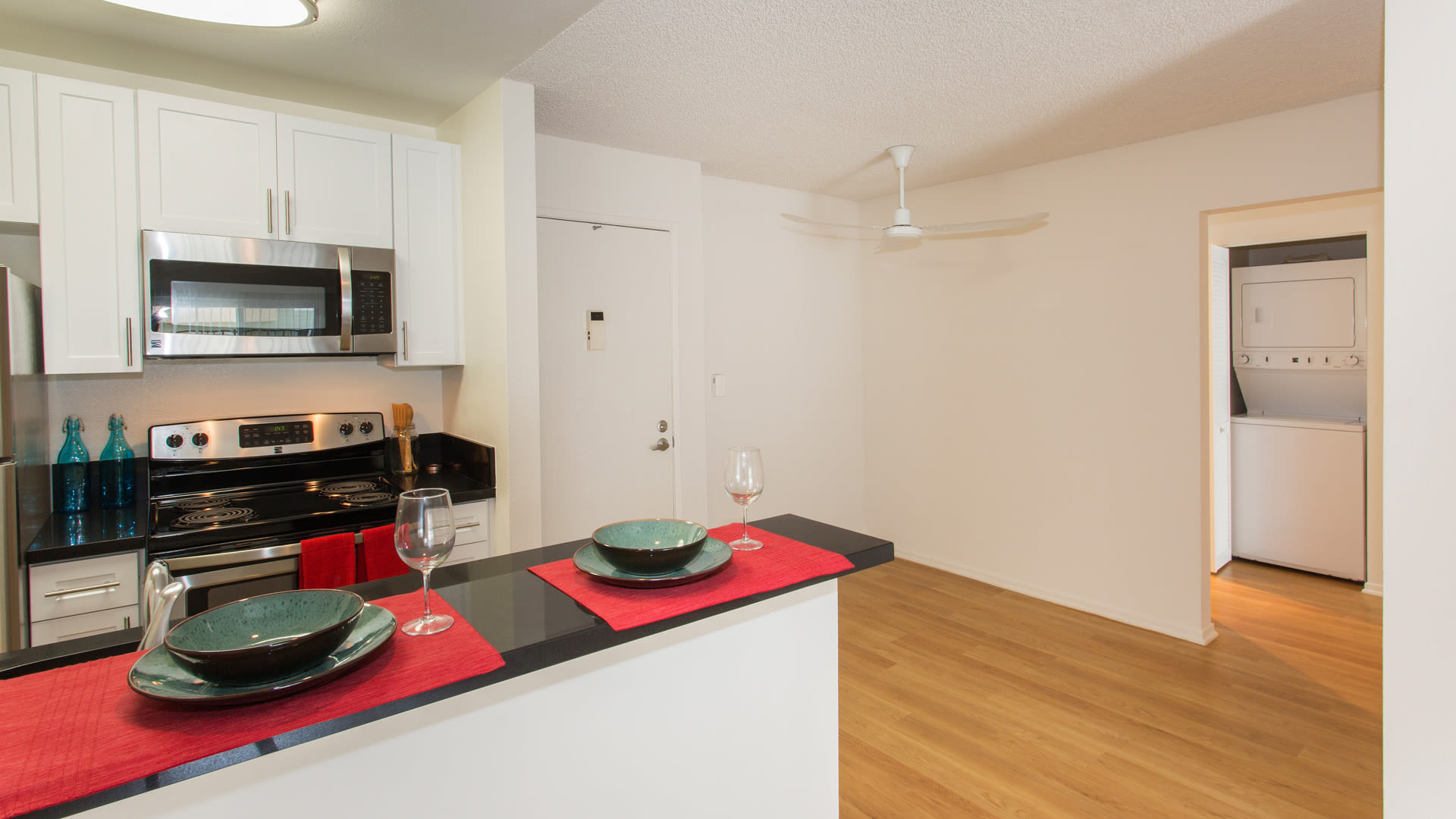 Playa Pacifica Apartments - Kitchen