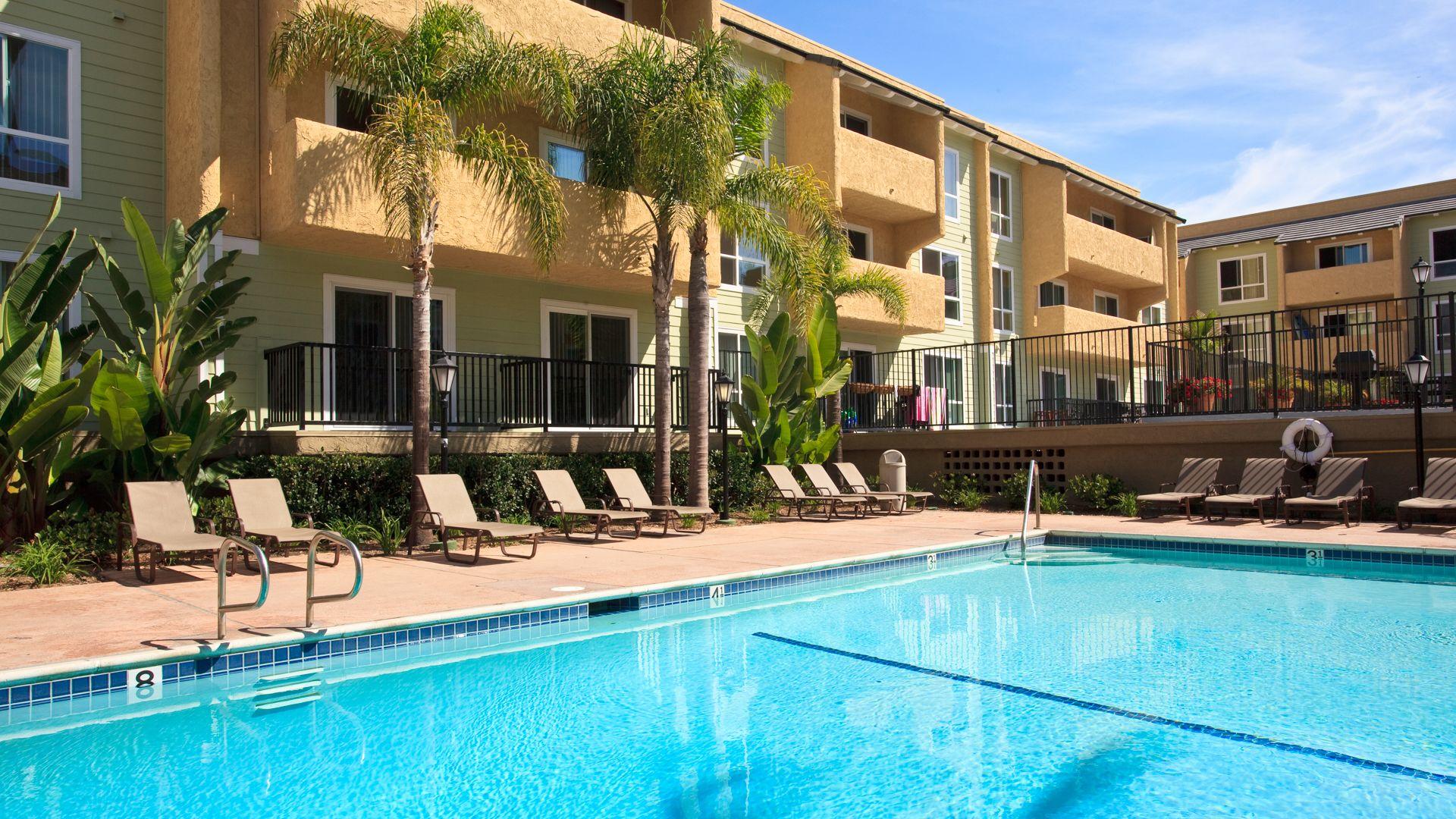Playa Pacifica Apartments - Swimming Pool