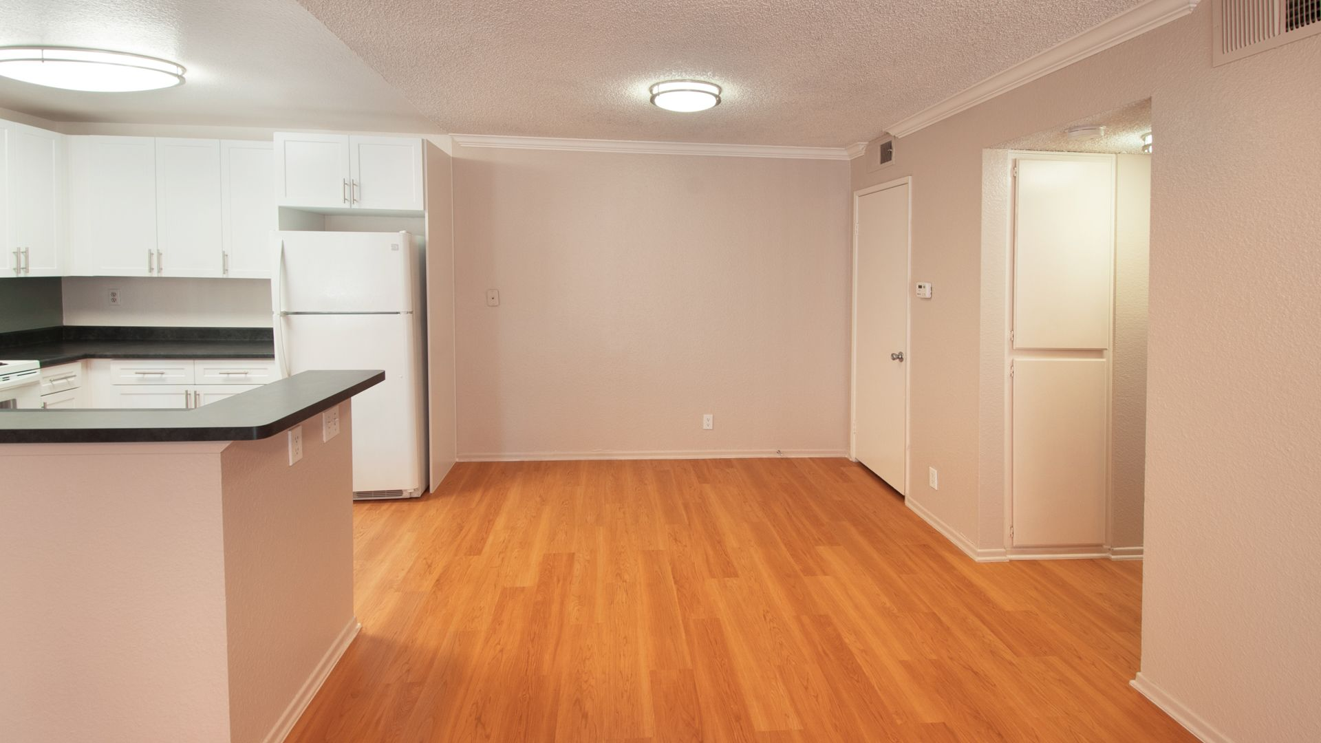 Avanti Apartments - Kitchen and Dining