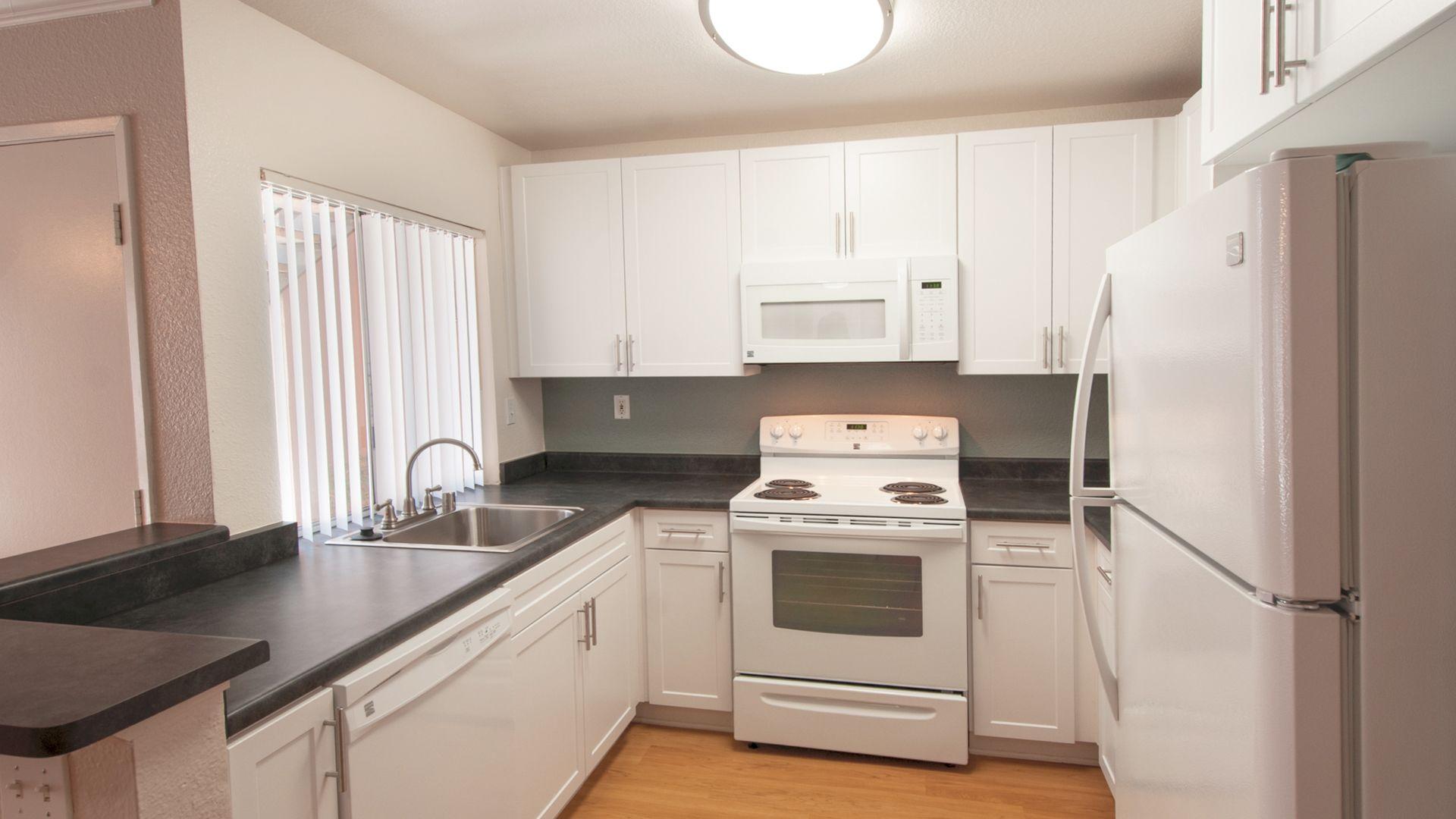 Avanti Apartments - Kitchen