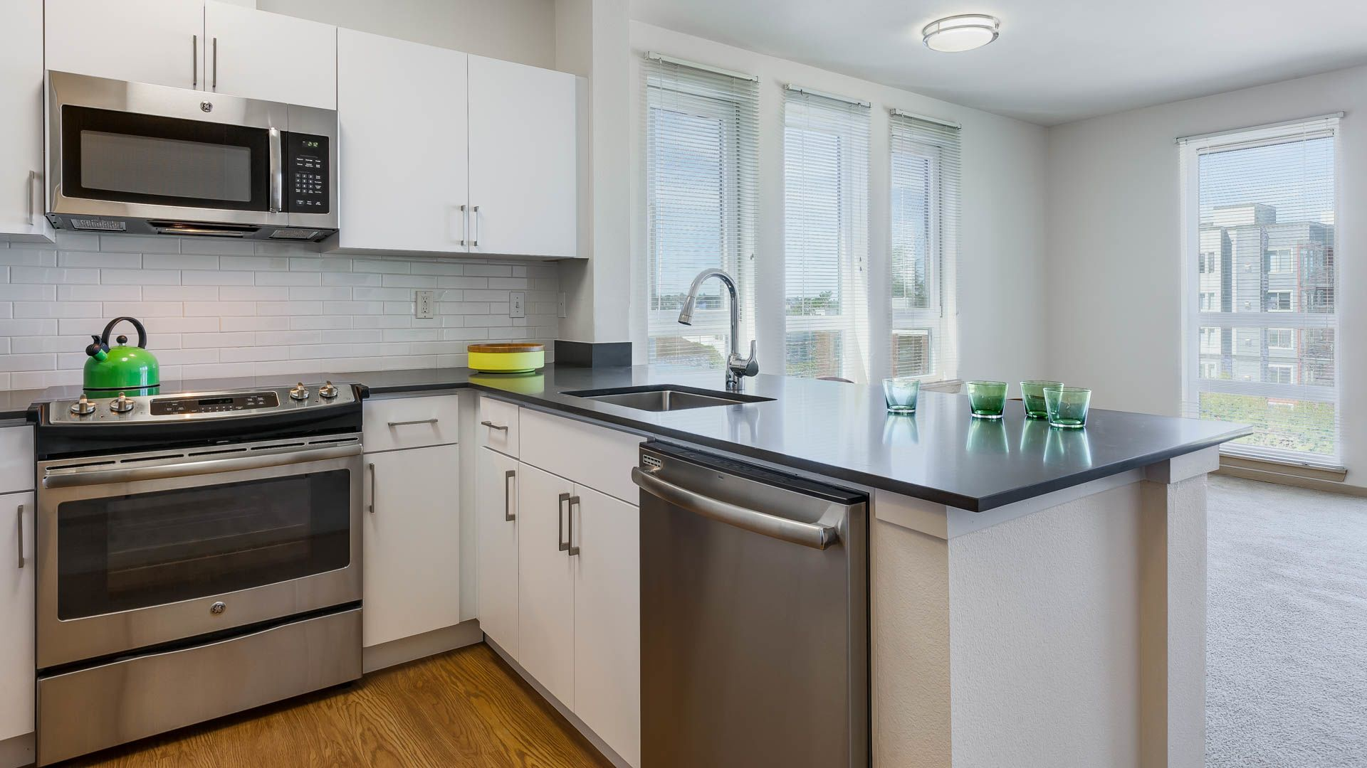 The Heights on Capitol Hill Apartments - Kitchen