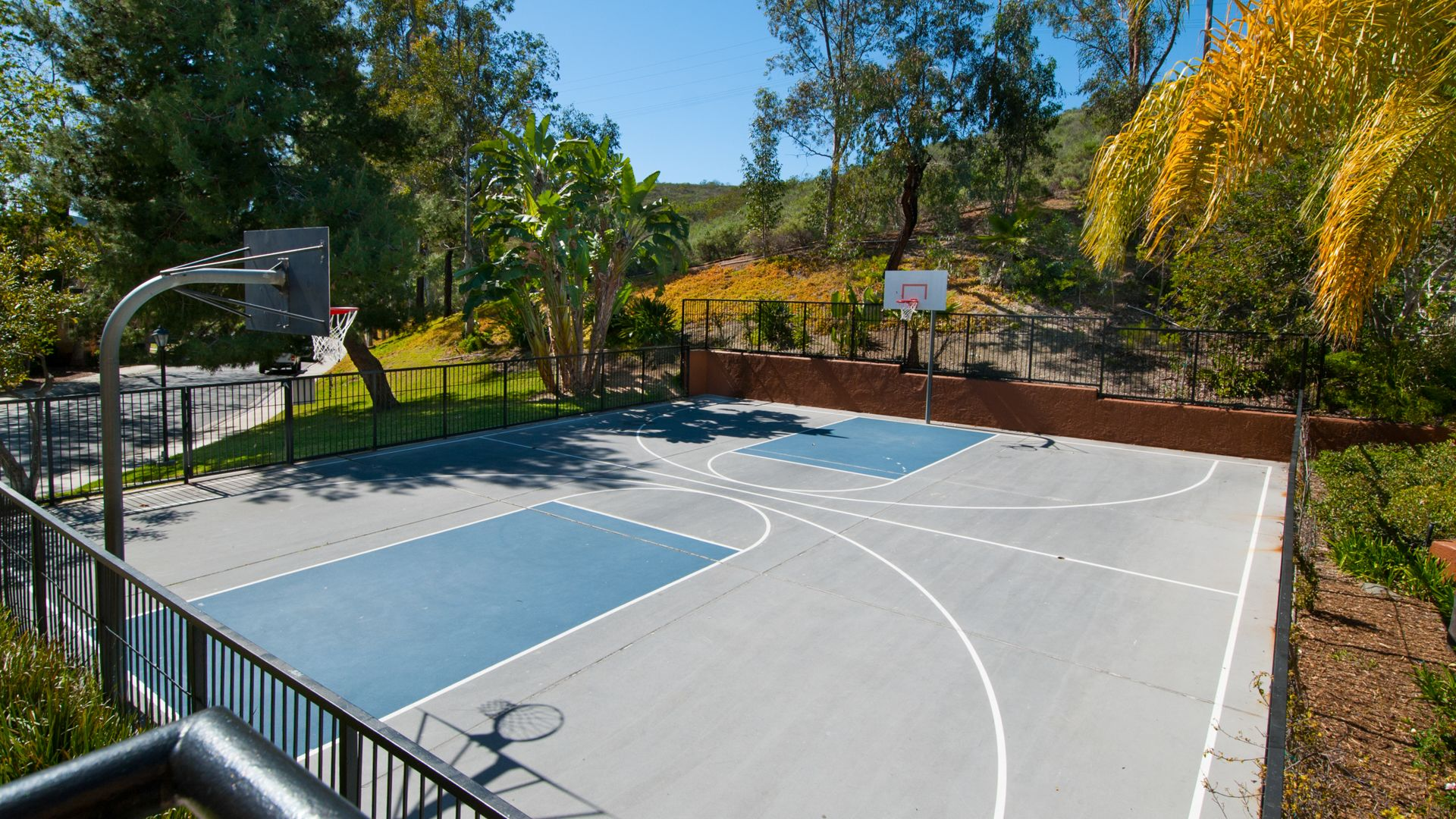 Deerwood Apartments - Basketball Court