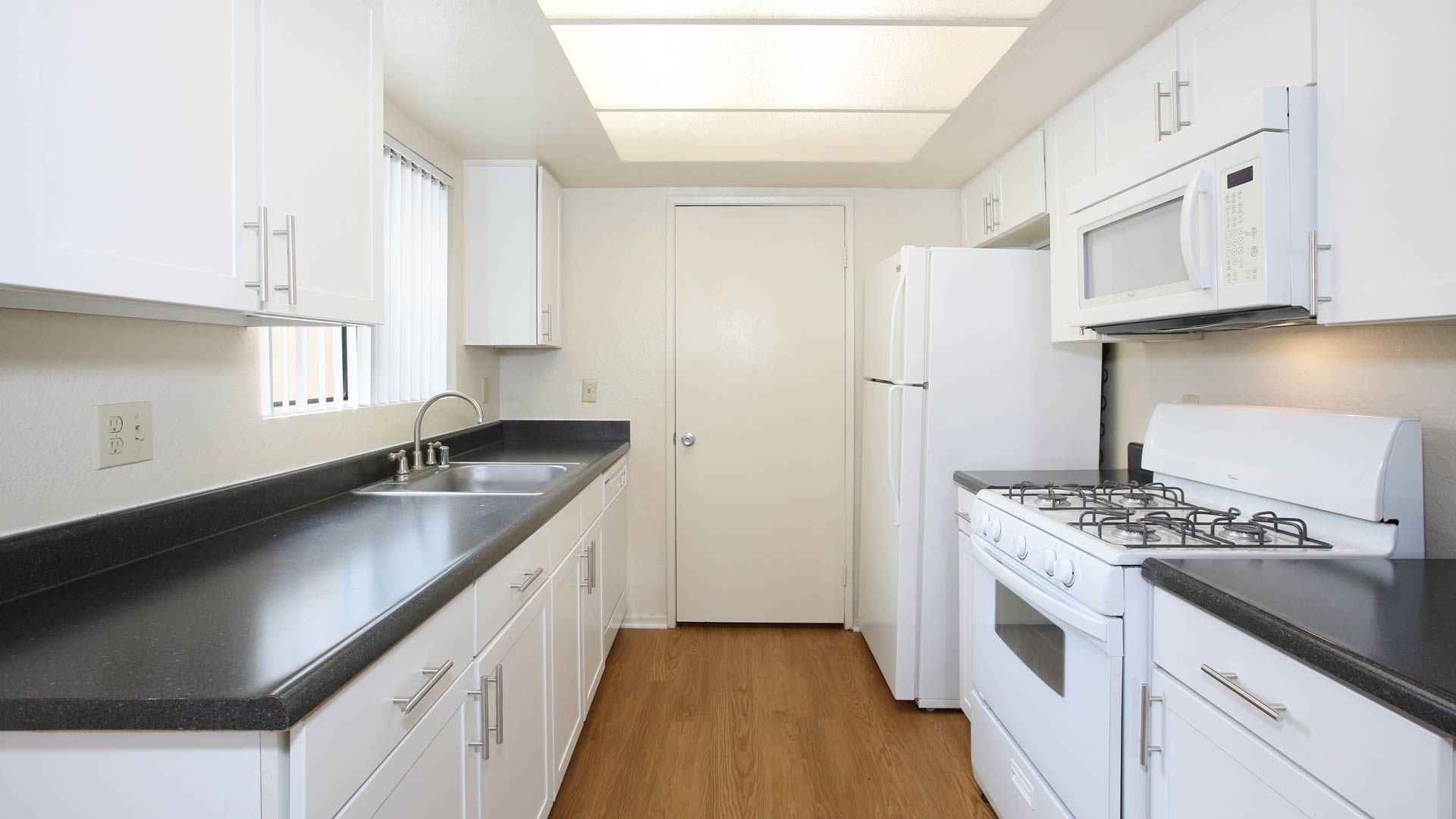 Eagle Canyon Apartments Kitchen