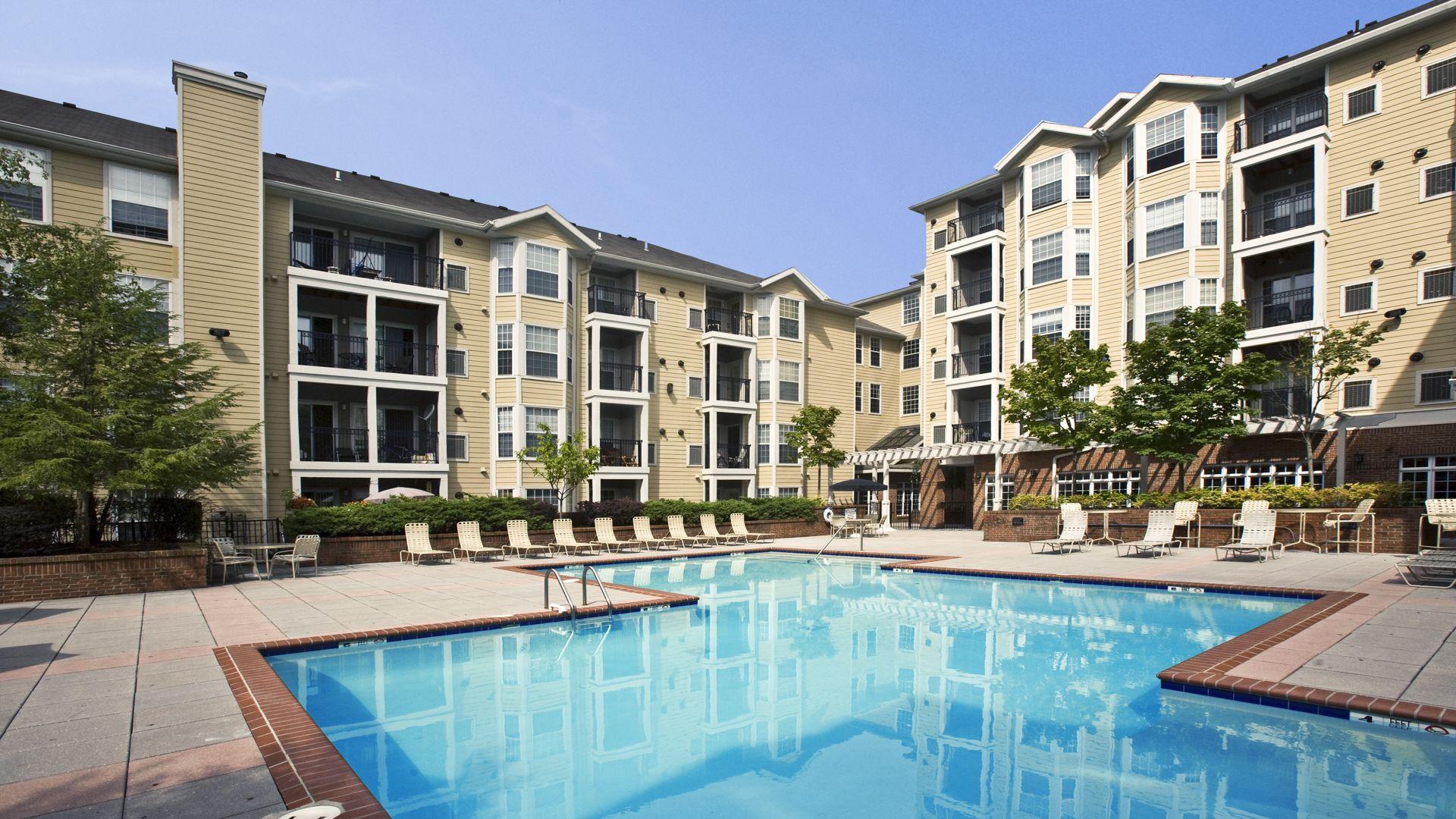 Fairfield Apartments - Pool