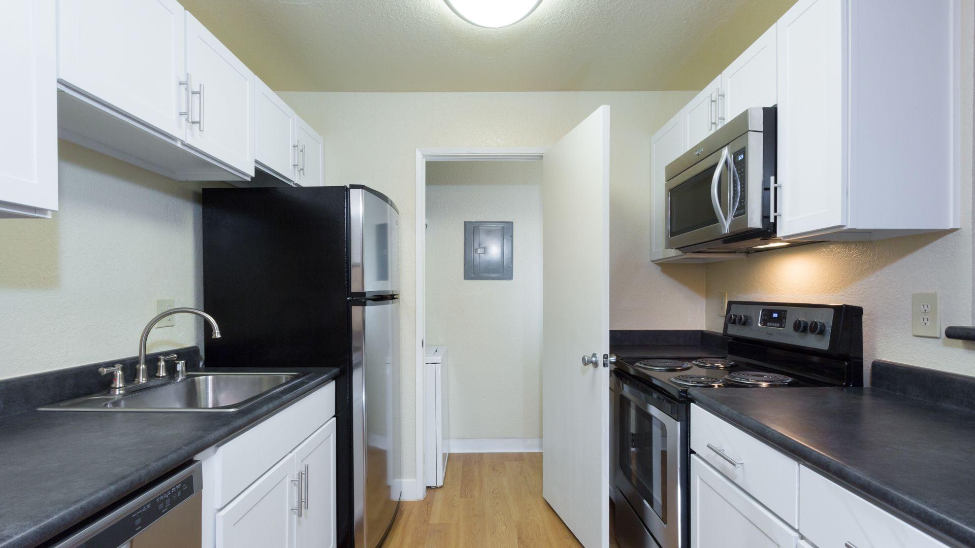 Verde Apartments - Kitchen