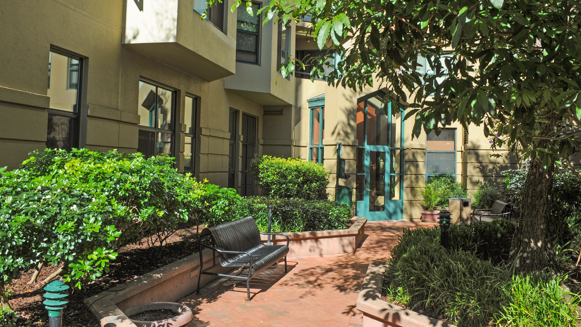 Geary Courtyard Apartments - Courtyard