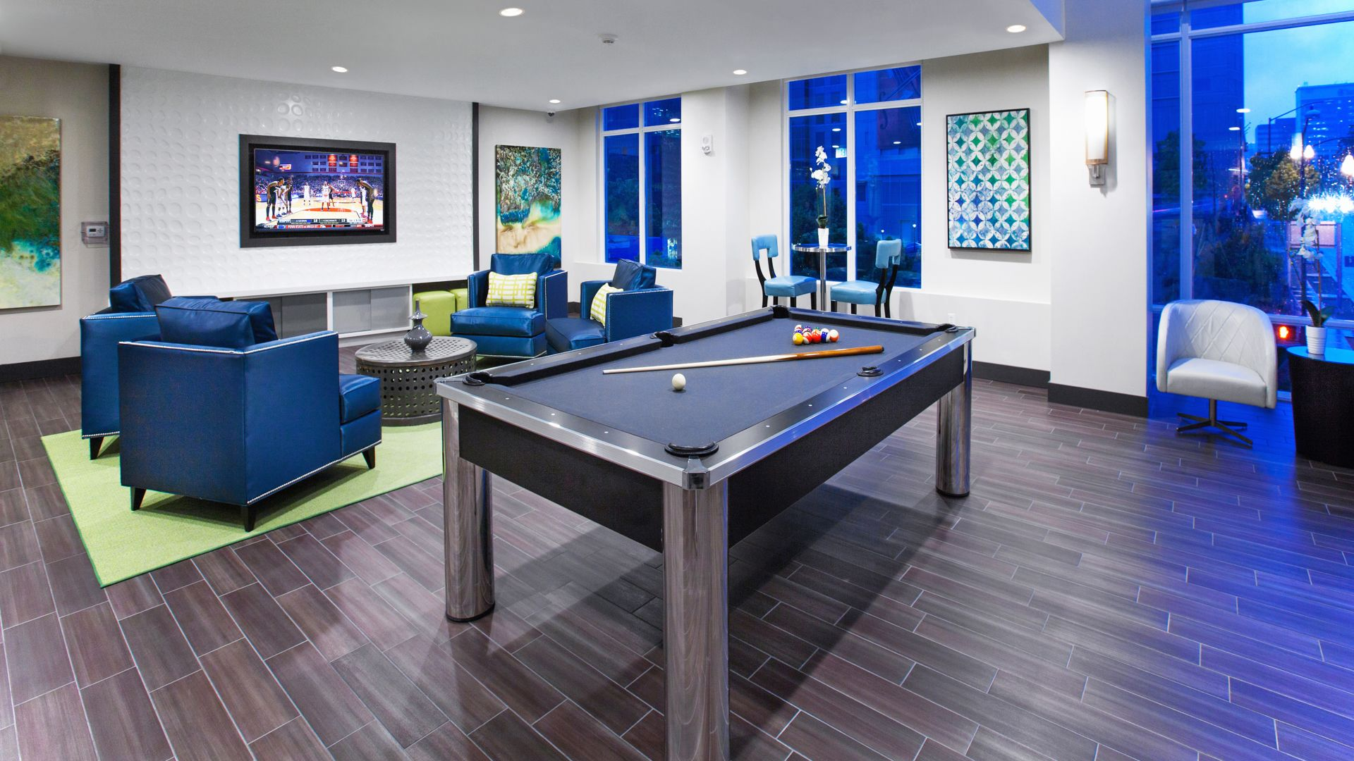 Vantage Pointe Apartments - Lounge
