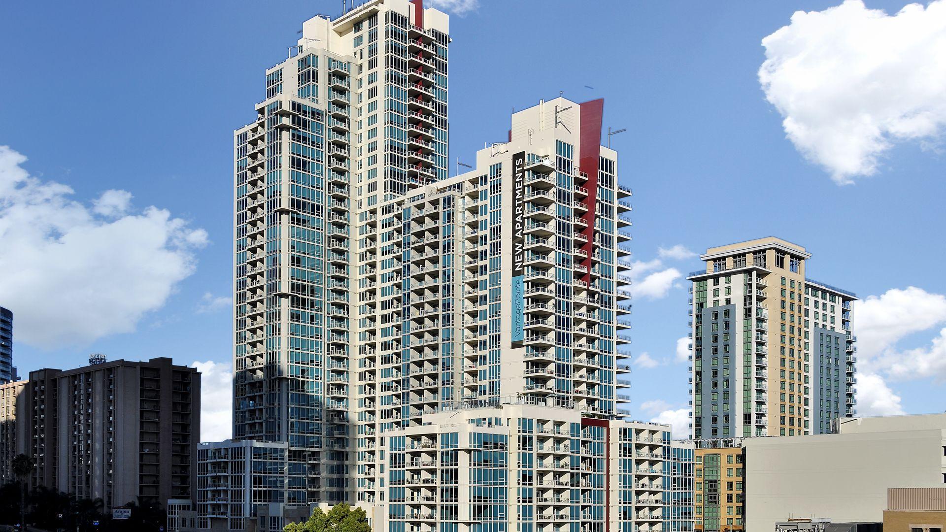 Vantage Pointe Apartments - Building